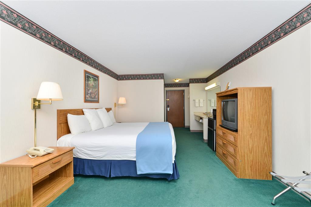 Americas Best Value Inn - Tahquamenon Country image 6