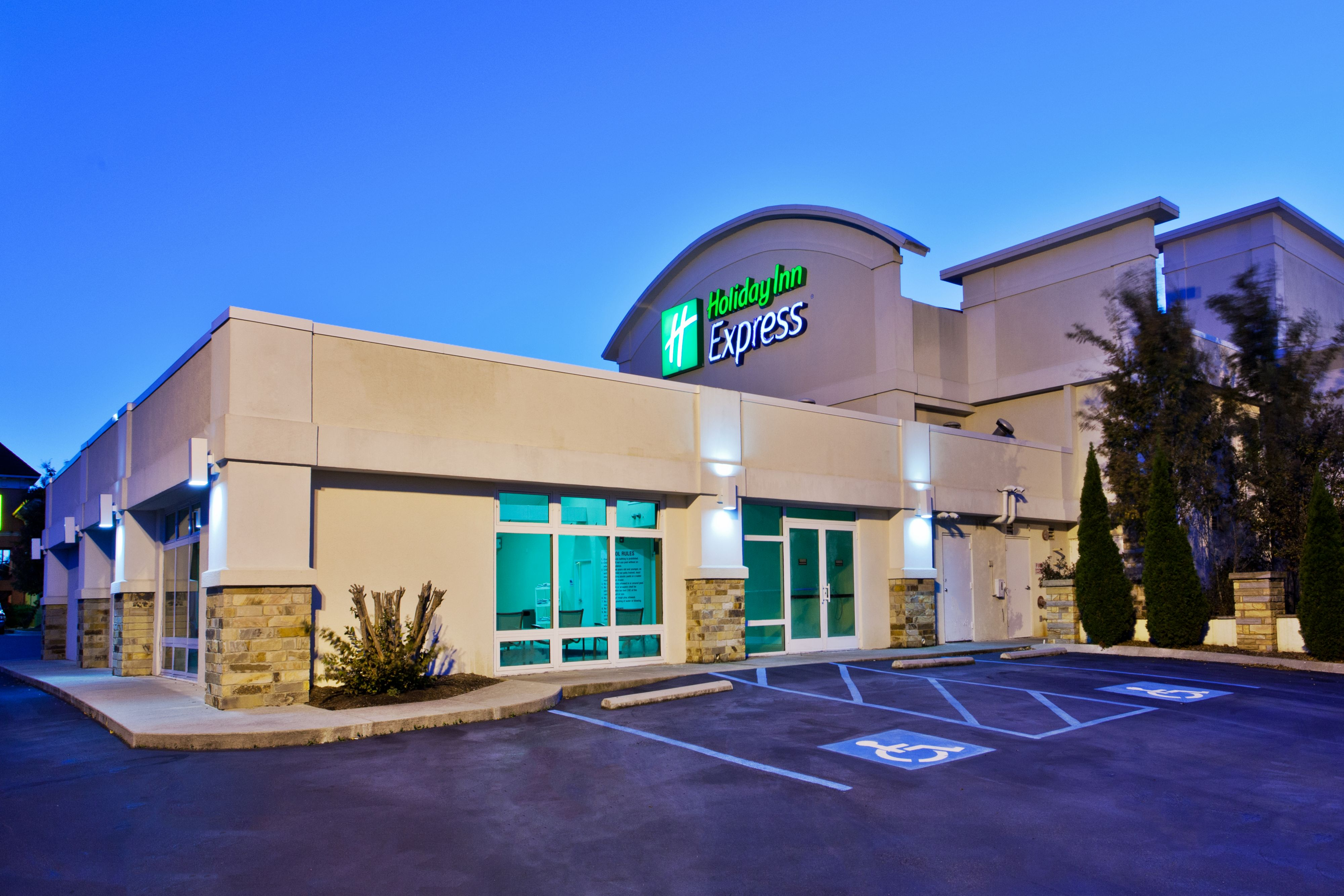 Holiday Inn Express Suites Dallas Addison At 4355 Beltway Drive Addison Tx On Fave