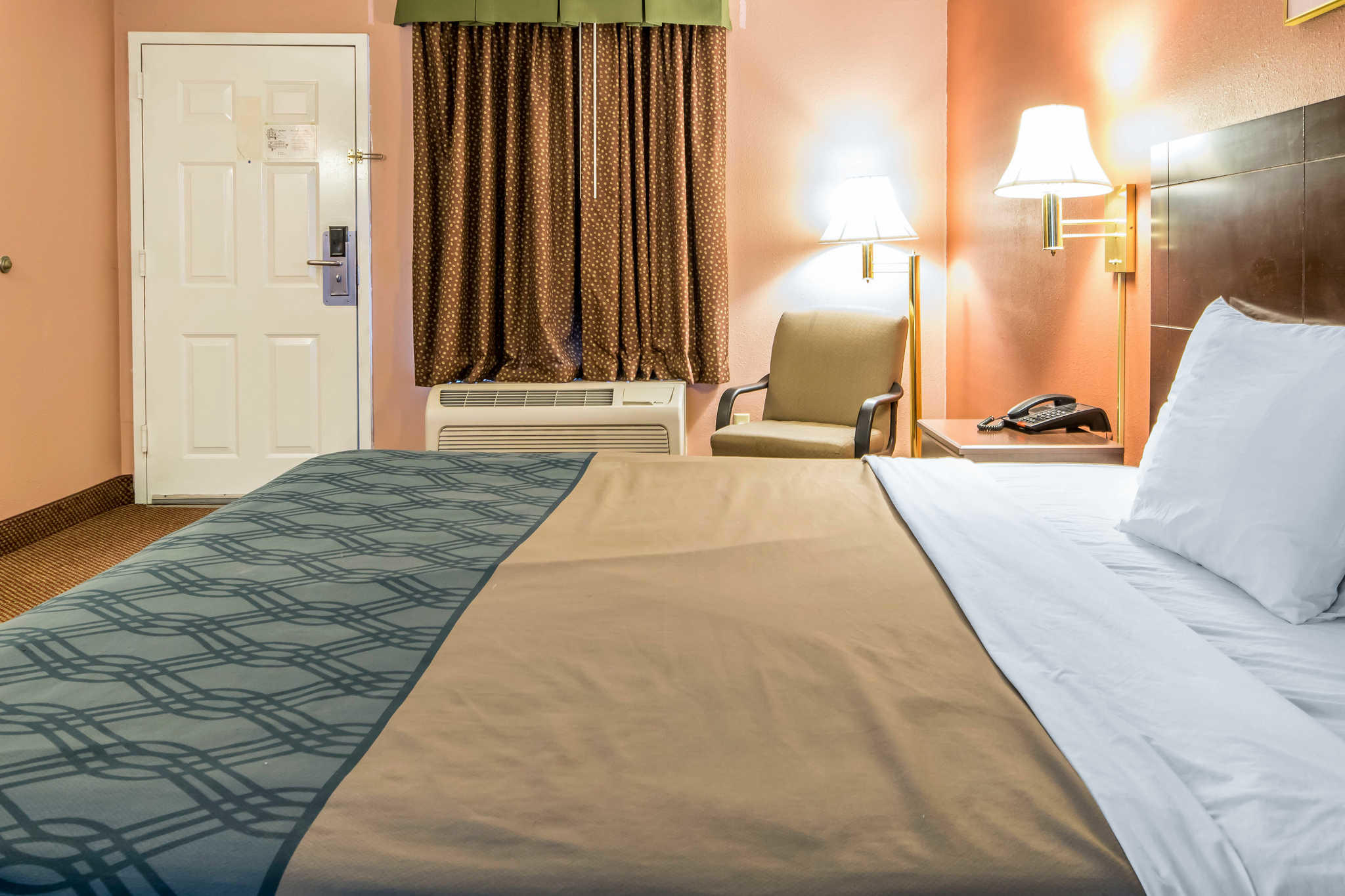 Econo Lodge Inn & Suites I-65 image 20