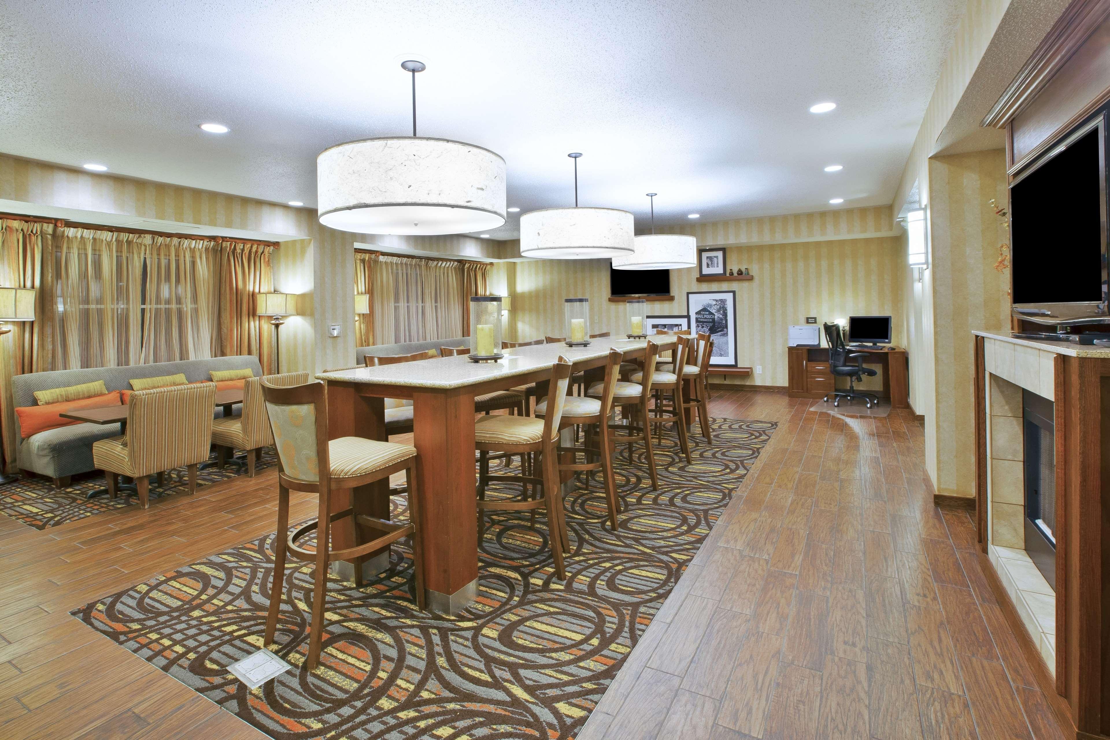Hampton Inn Pittsburgh Area-Beaver Valley-Ctr Township image 3
