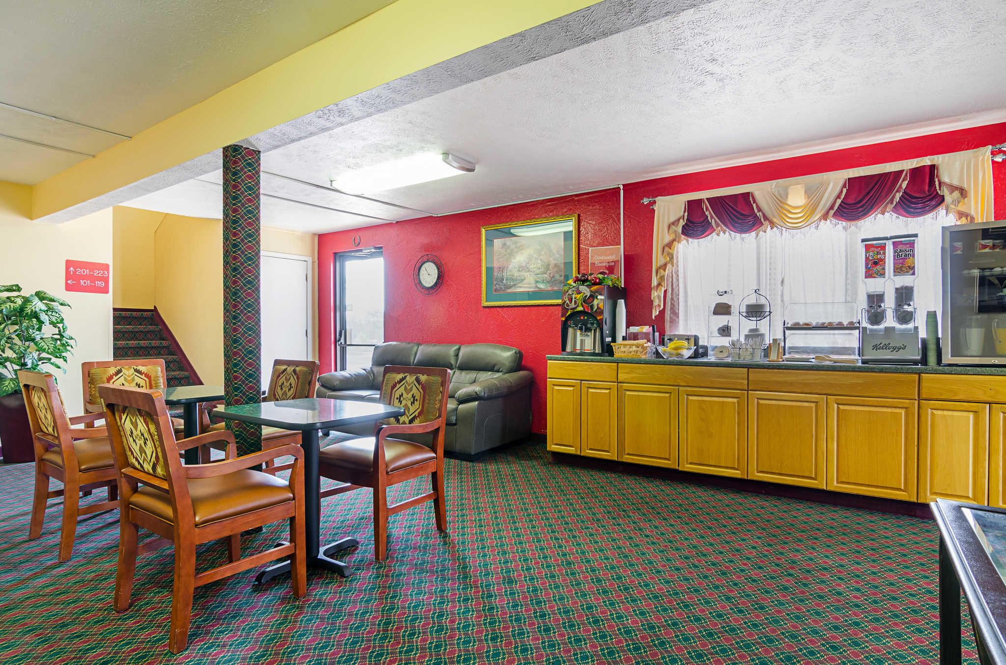 Econo Lodge Lansing - Leavenworth image 28