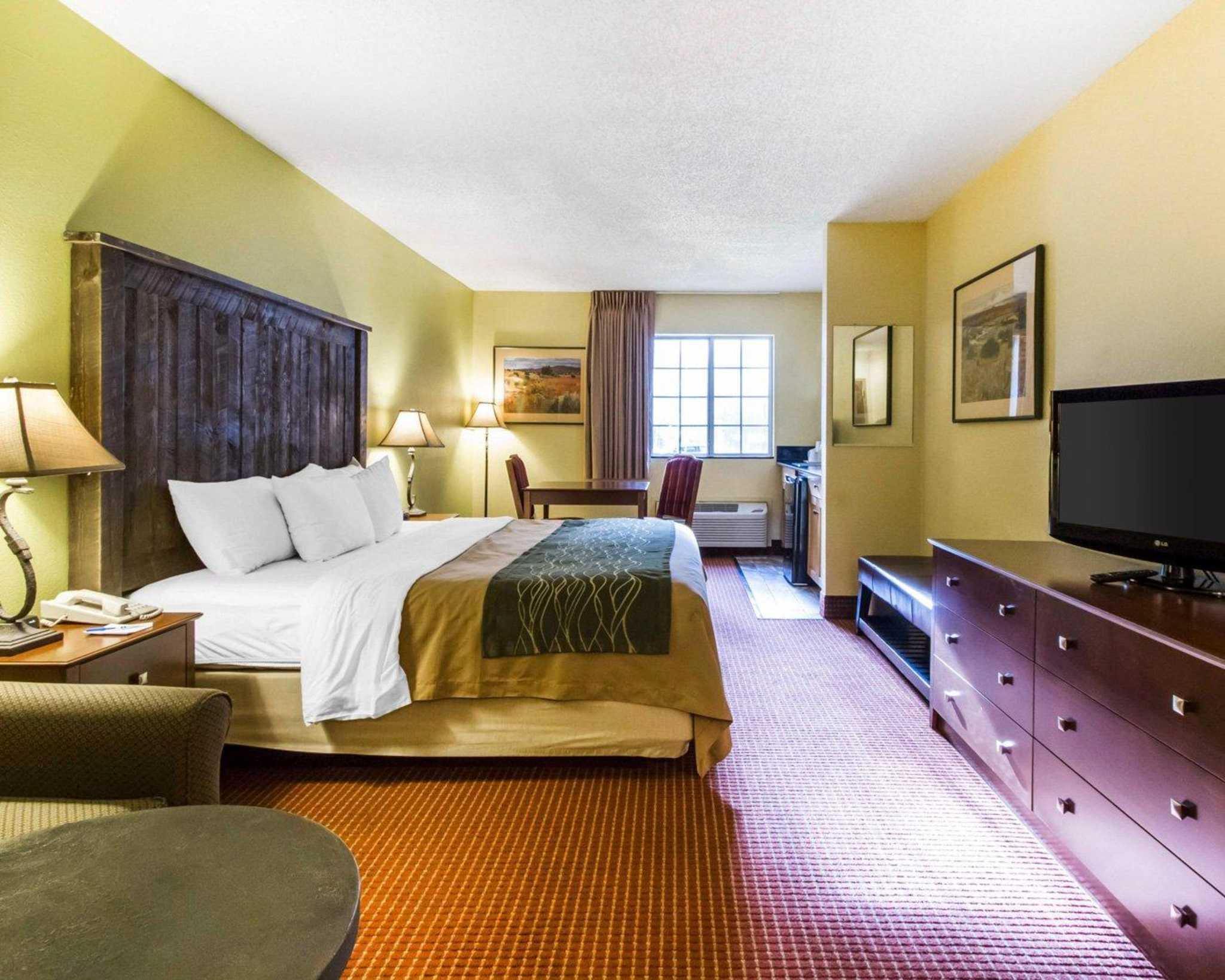 Comfort Inn I-17 & I-40 image 19