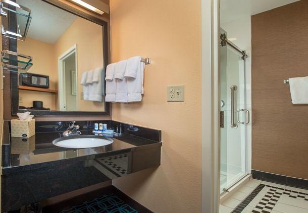 Fairfield Inn & Suites by Marriott Frederick image 4