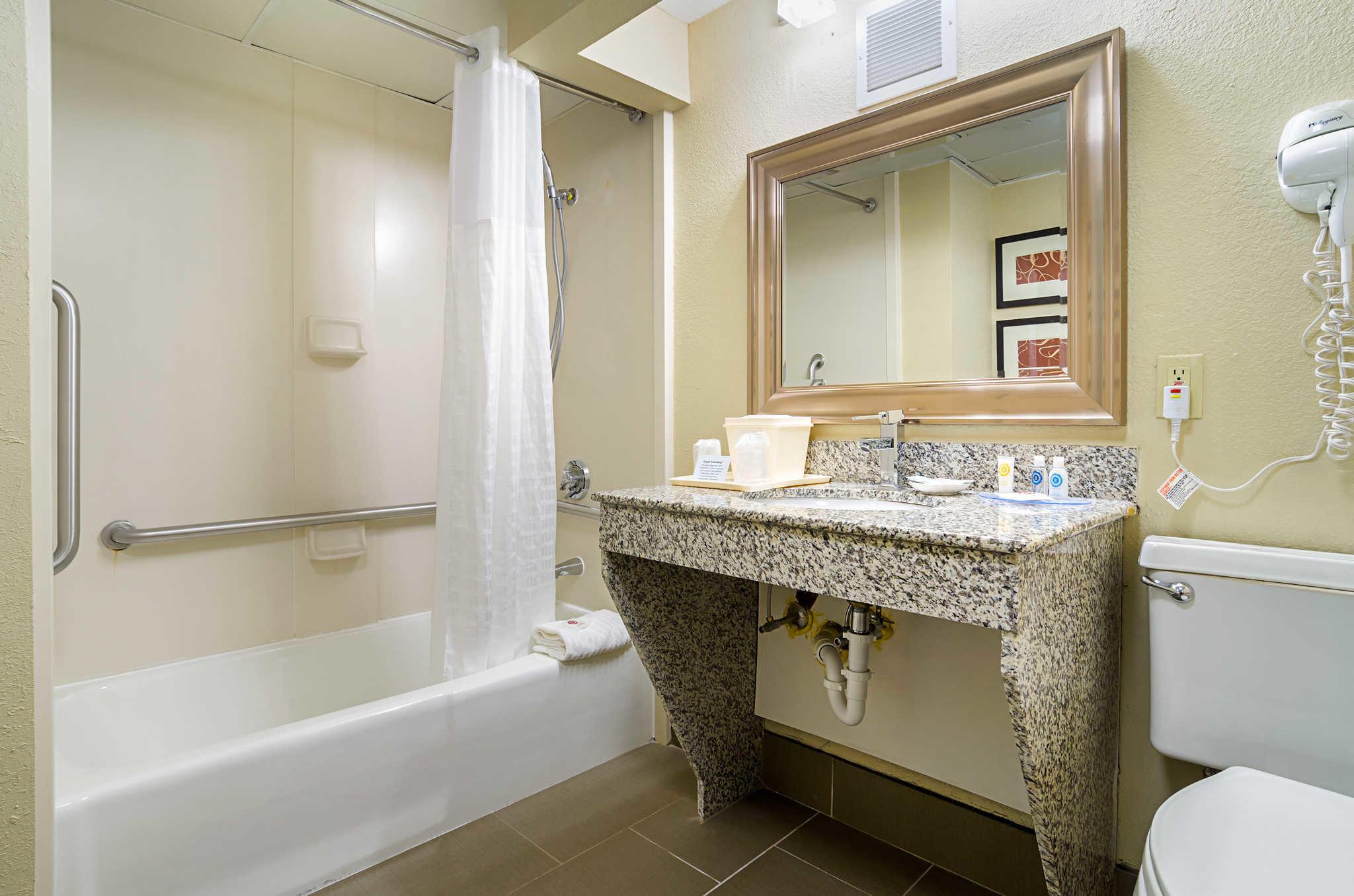 Comfort Inn & Suites Duke University-Downtown image 17