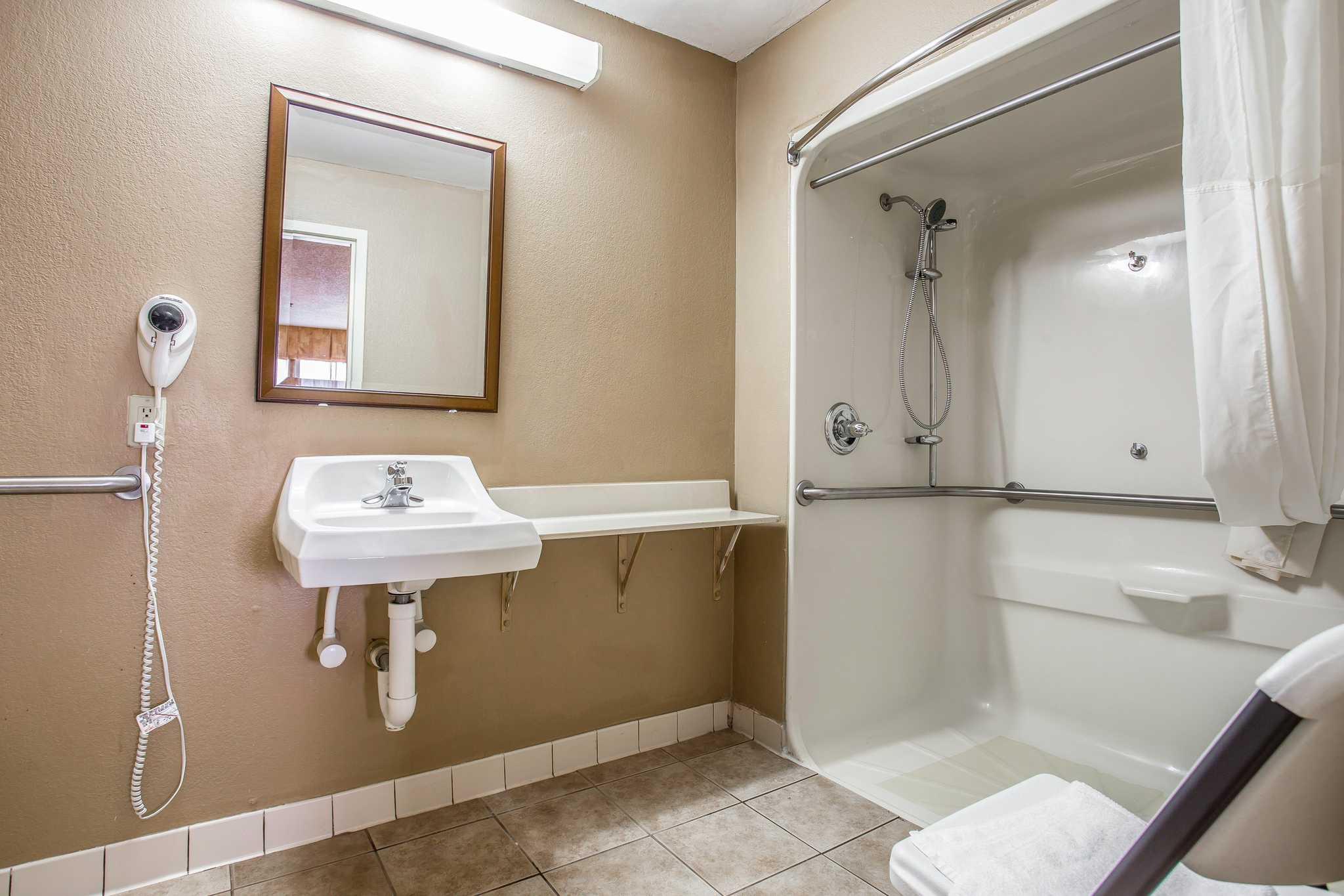 Quality Inn & Suites Ft. Jackson Maingate image 3