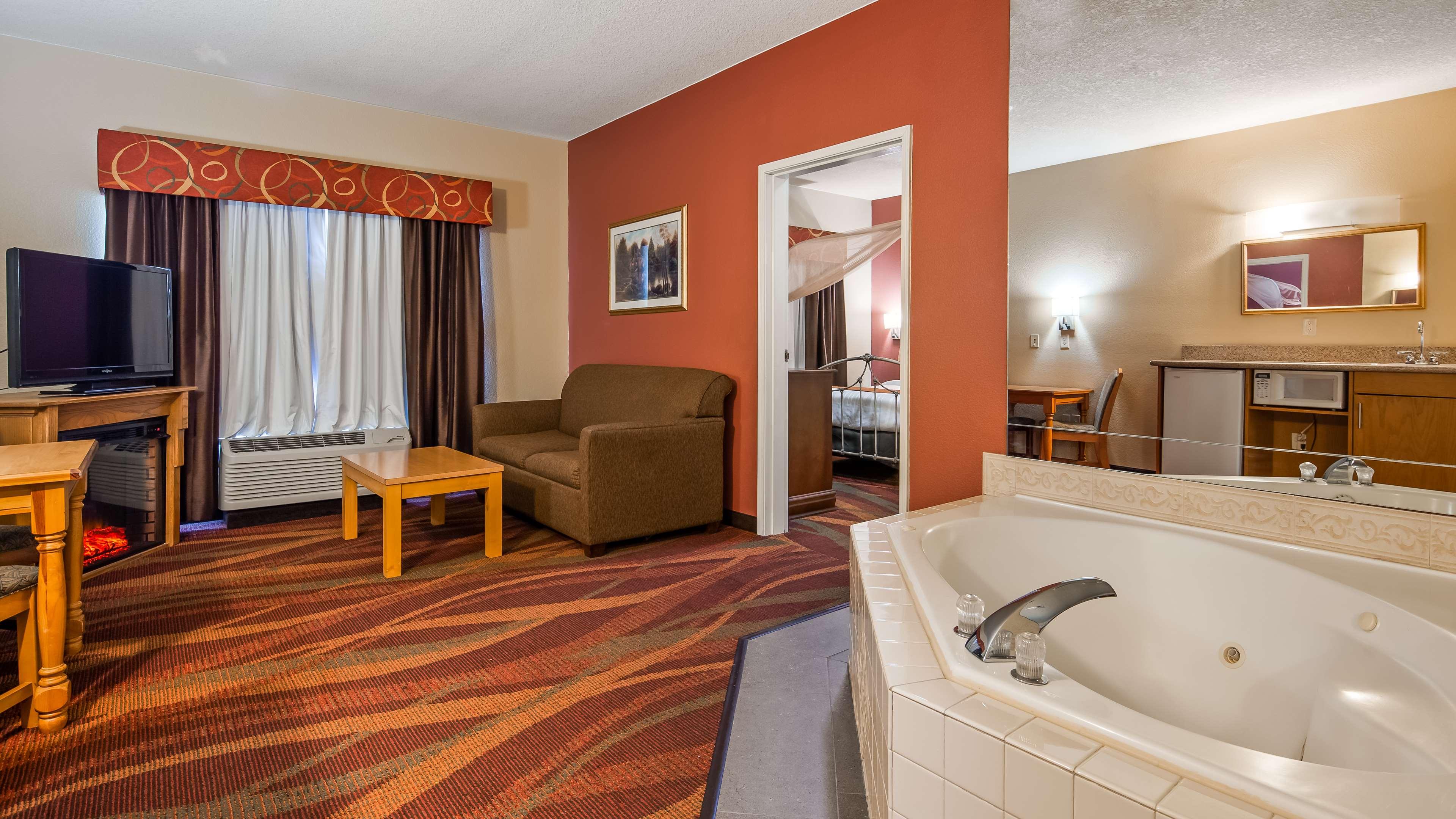Best Western Plus Fort Wayne Inn & Suites North image 7