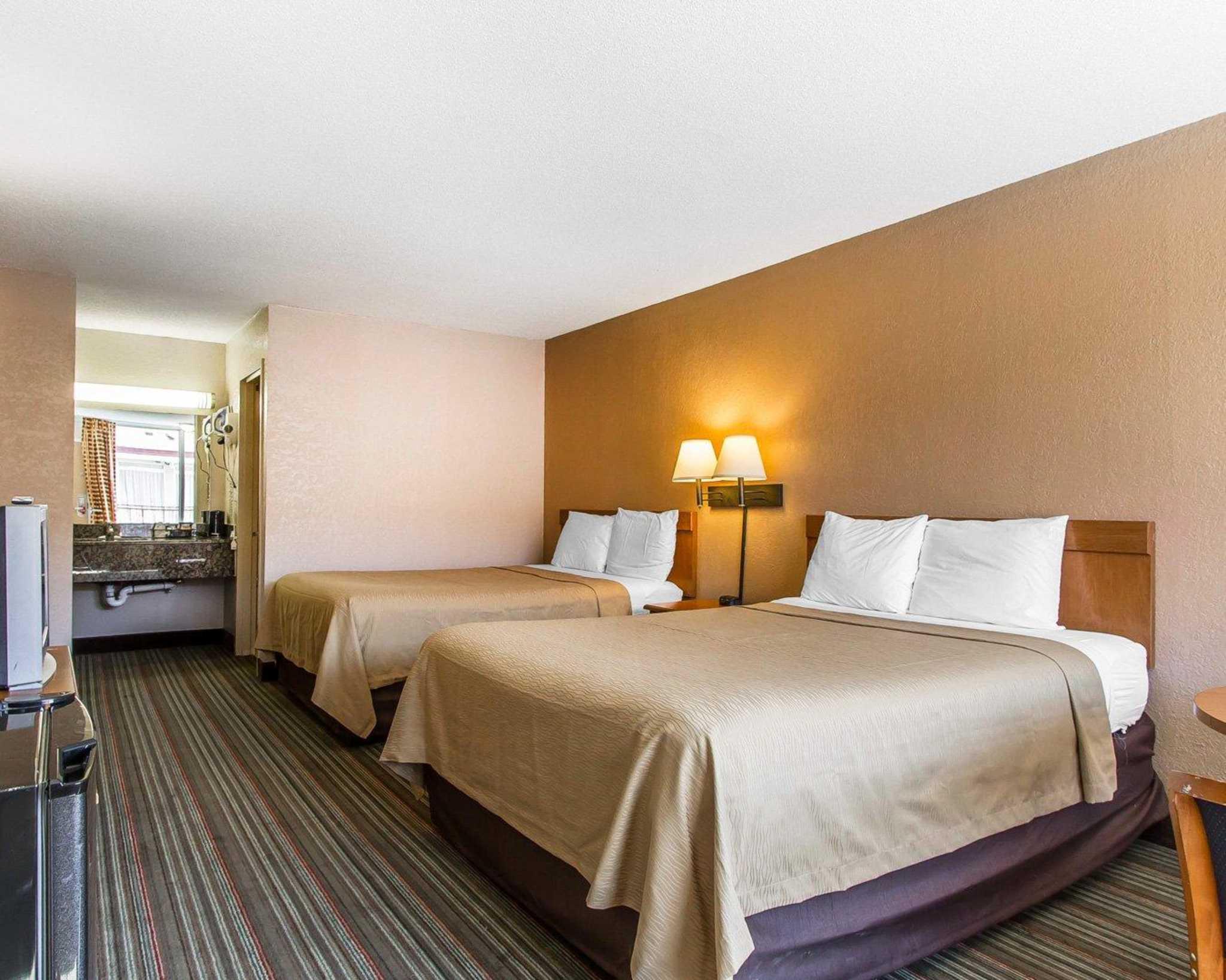 Econo Lodge  Inn & Suites Near Bricktown image 17