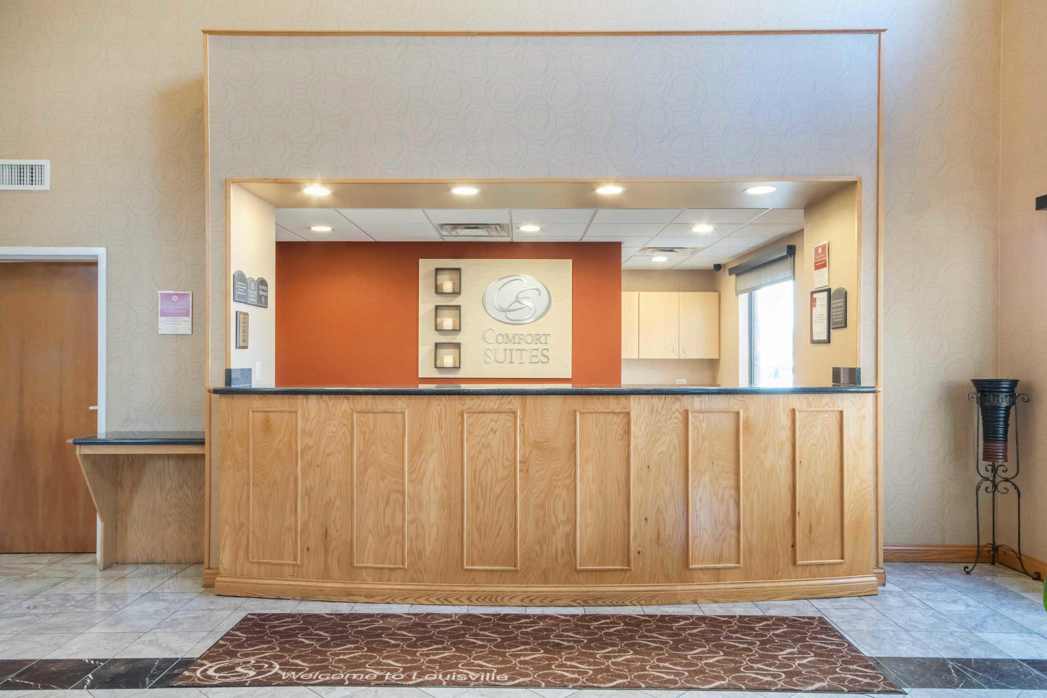 Comfort Suites Airport image 3