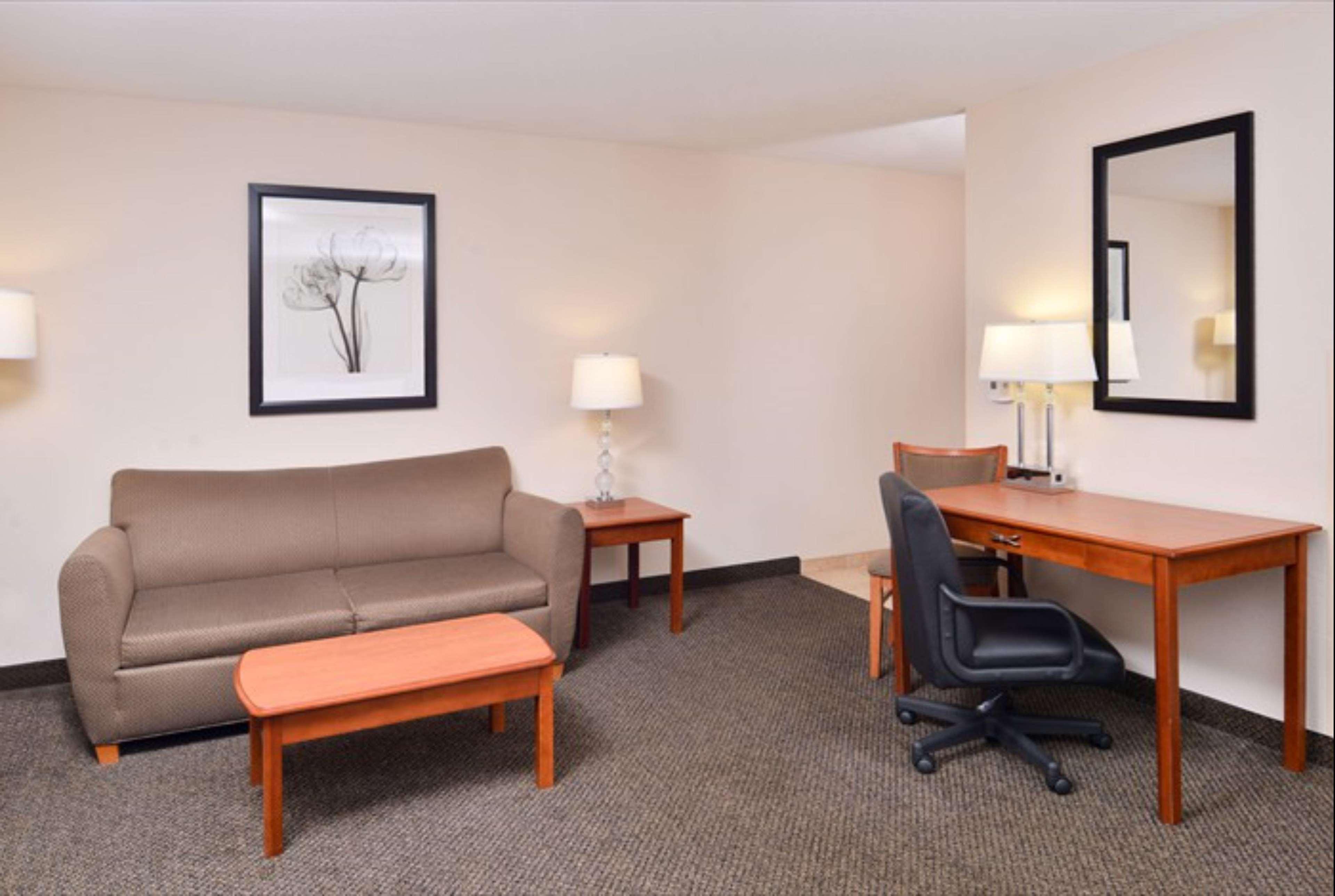 Hampton Inn & Suites Richmond image 10