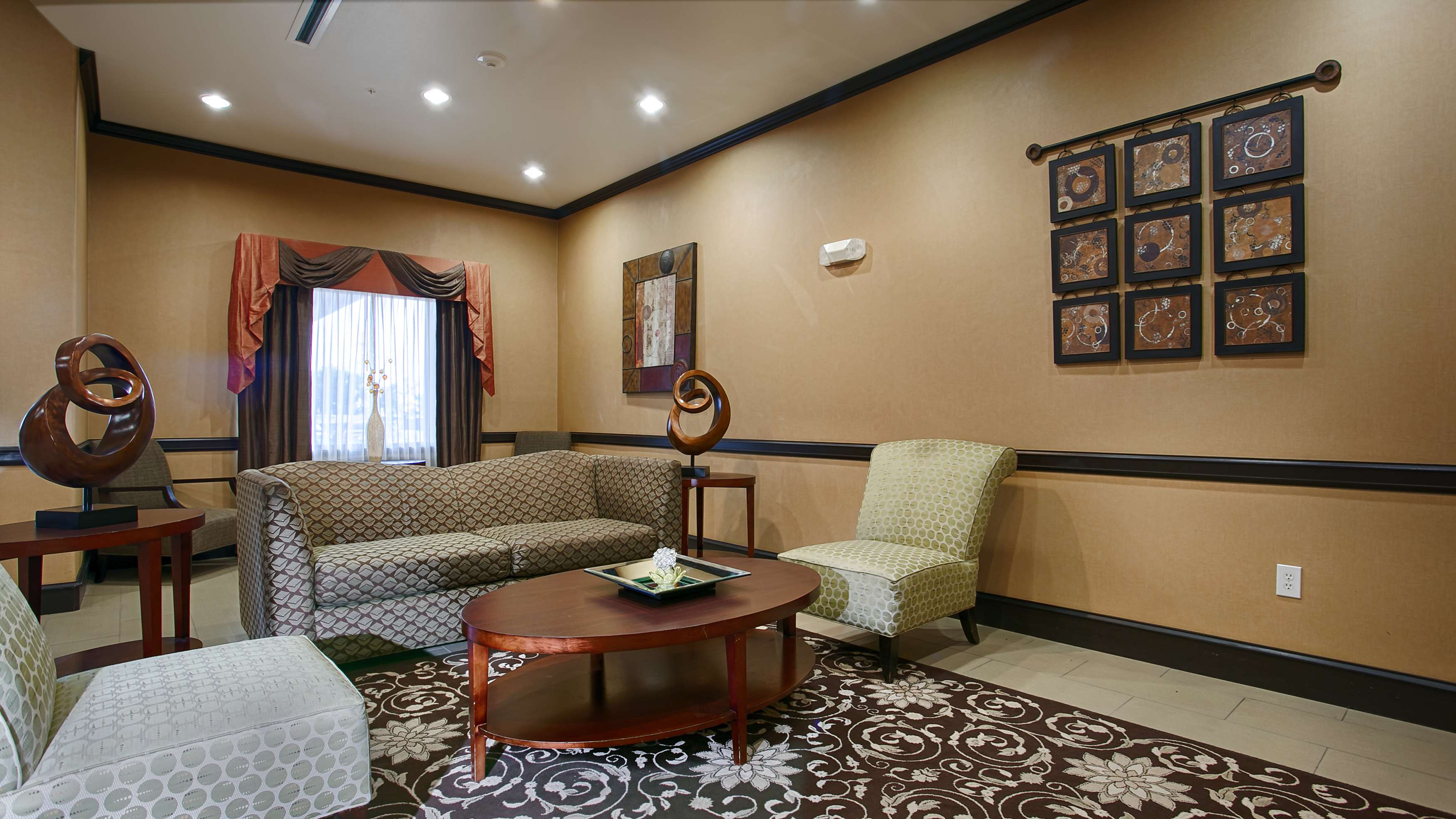 Best Western Plus Texoma Hotel & Suites image 4
