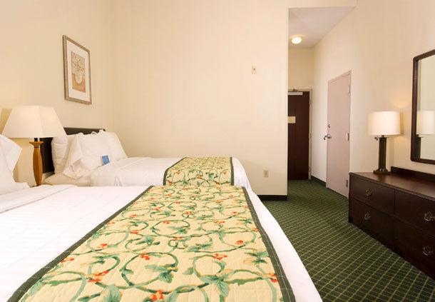 Fairfield Inn by Marriott Orlando Airport image 2