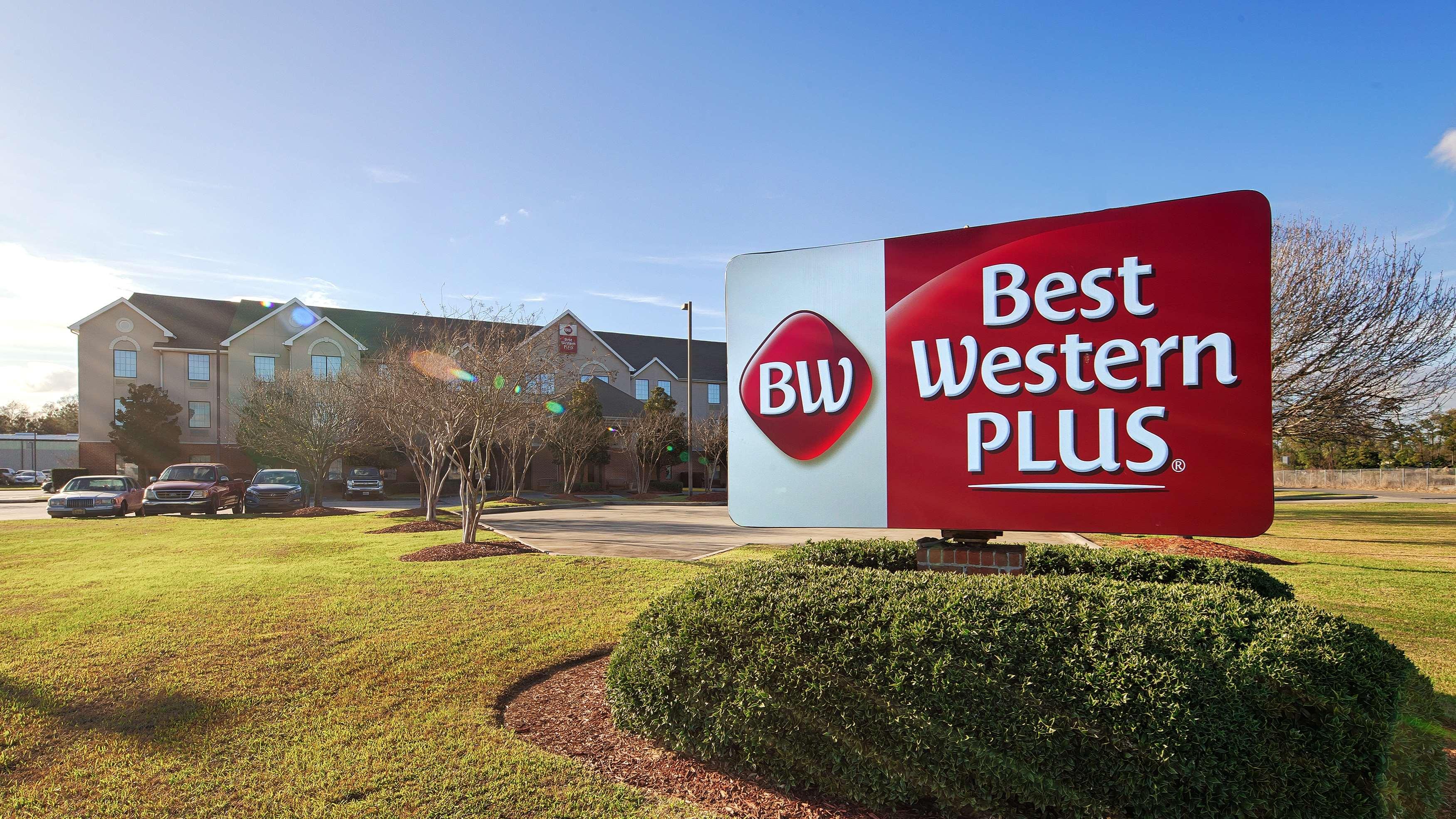 Best Western Plus Executive Hotel & Suites image 1