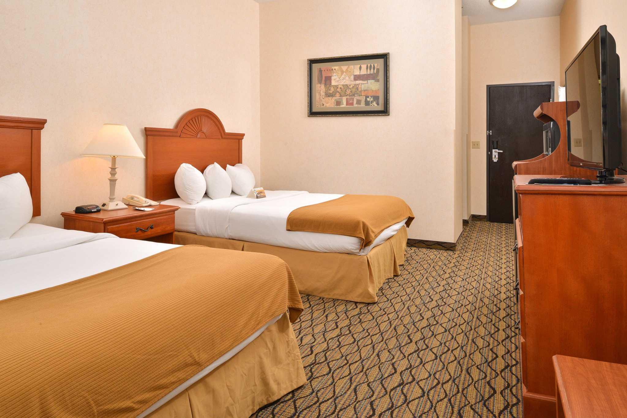 Quality Inn & Suites Jefferson City image 8