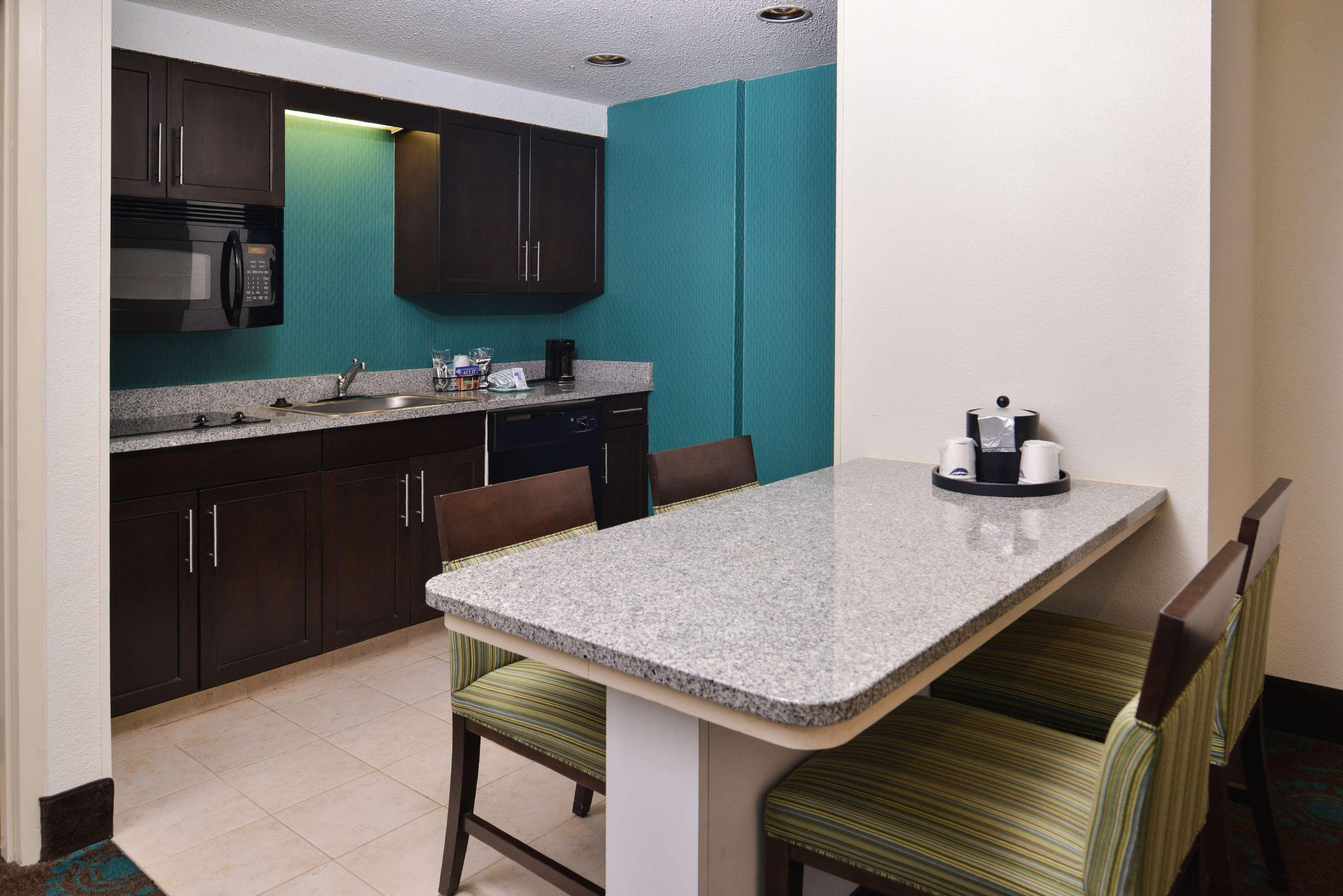 Hampton Inn & Suites Newport News (Oyster Point) image 25