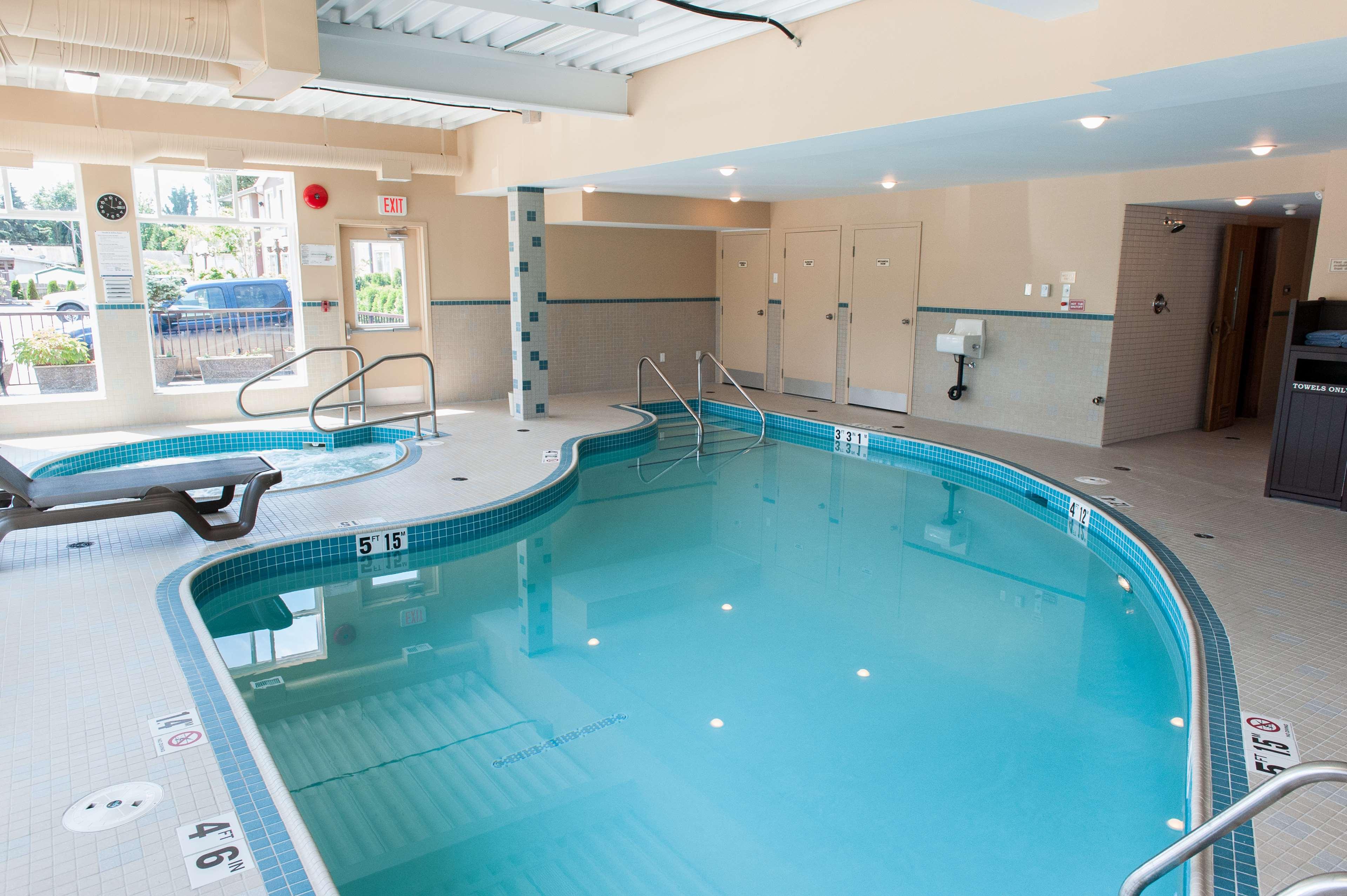 Best Western Maple Ridge Hotel in Maple Ridge: Swimming Pool