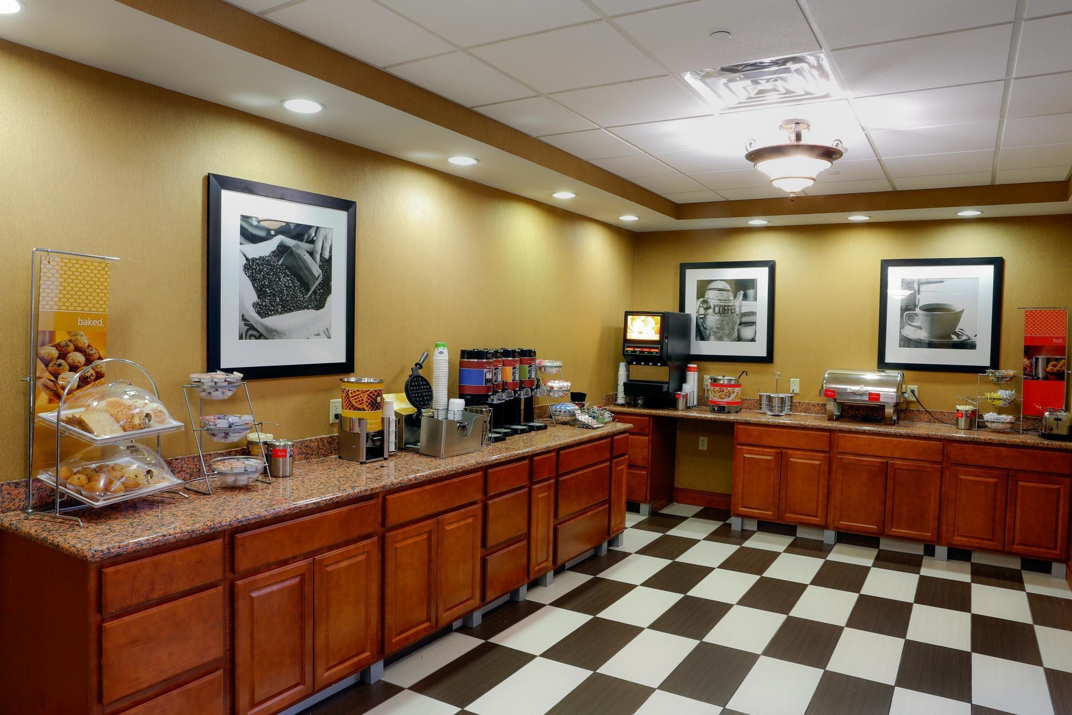 Hampton Inn & Suites Greenfield image 6