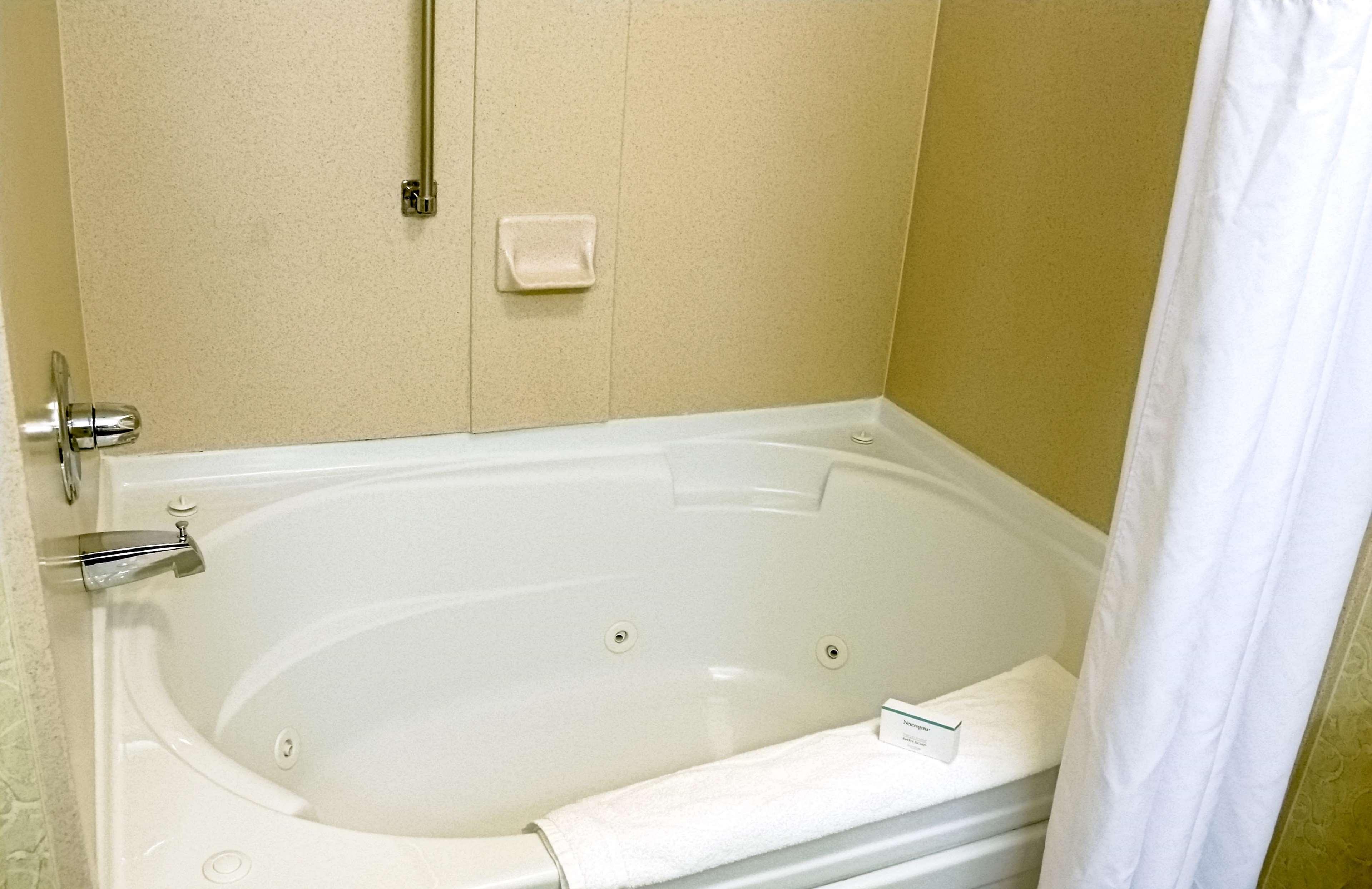 Studio Bathroom Tub