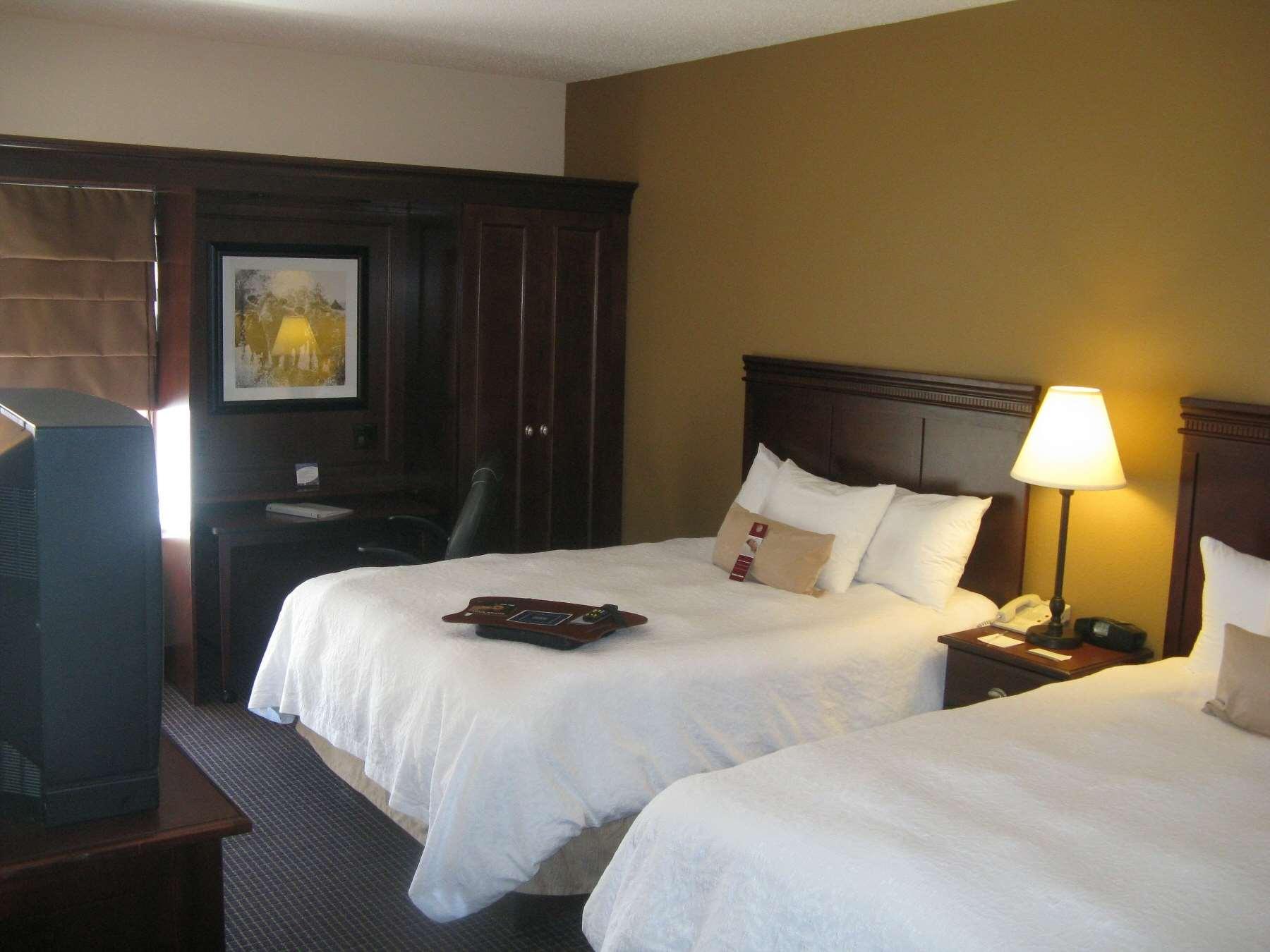 Hampton Inn Sioux Falls image 11