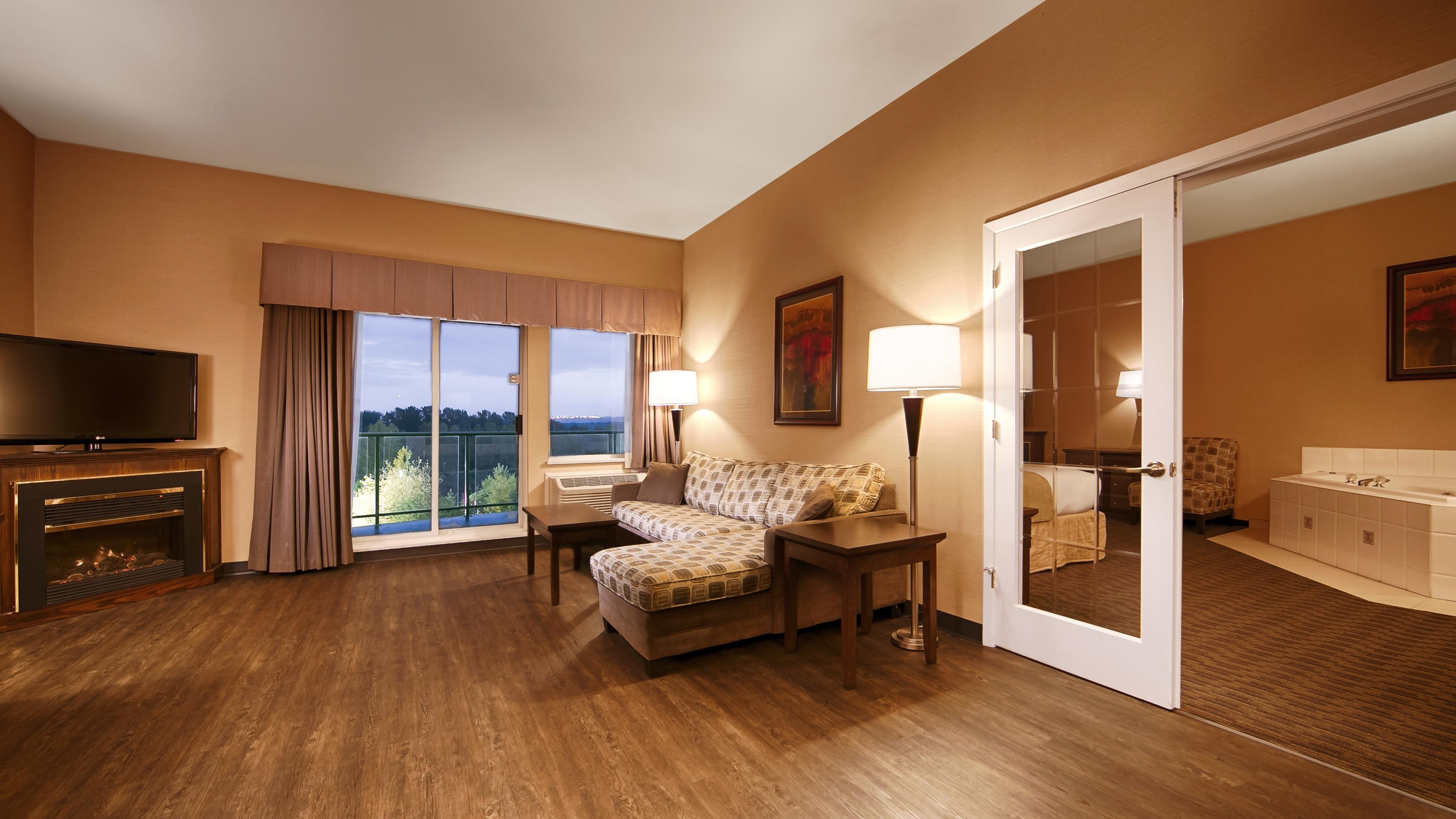 Best Western Plus Mission City Lodge in Mission: Suite