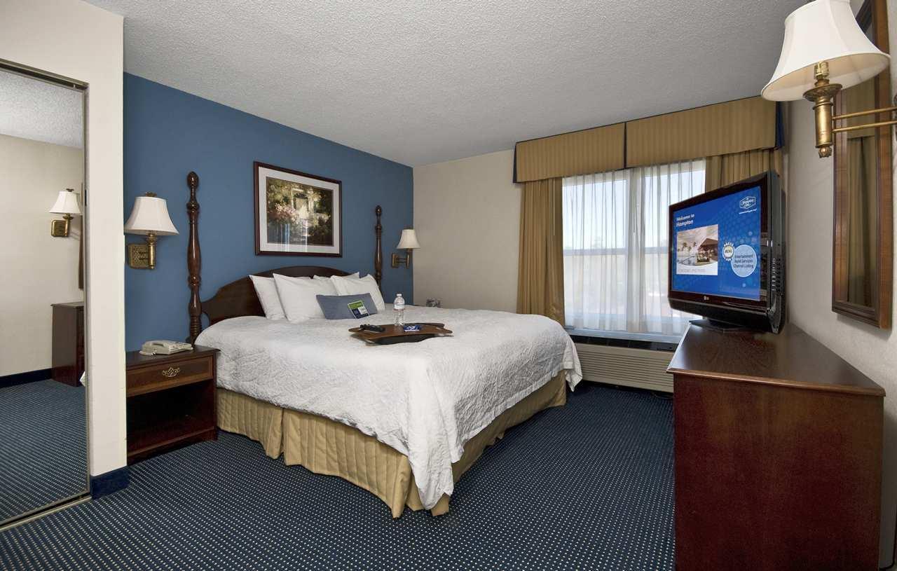 Hampton Inn & Suites Raleigh/Cary I-40 (PNC Arena) image 25