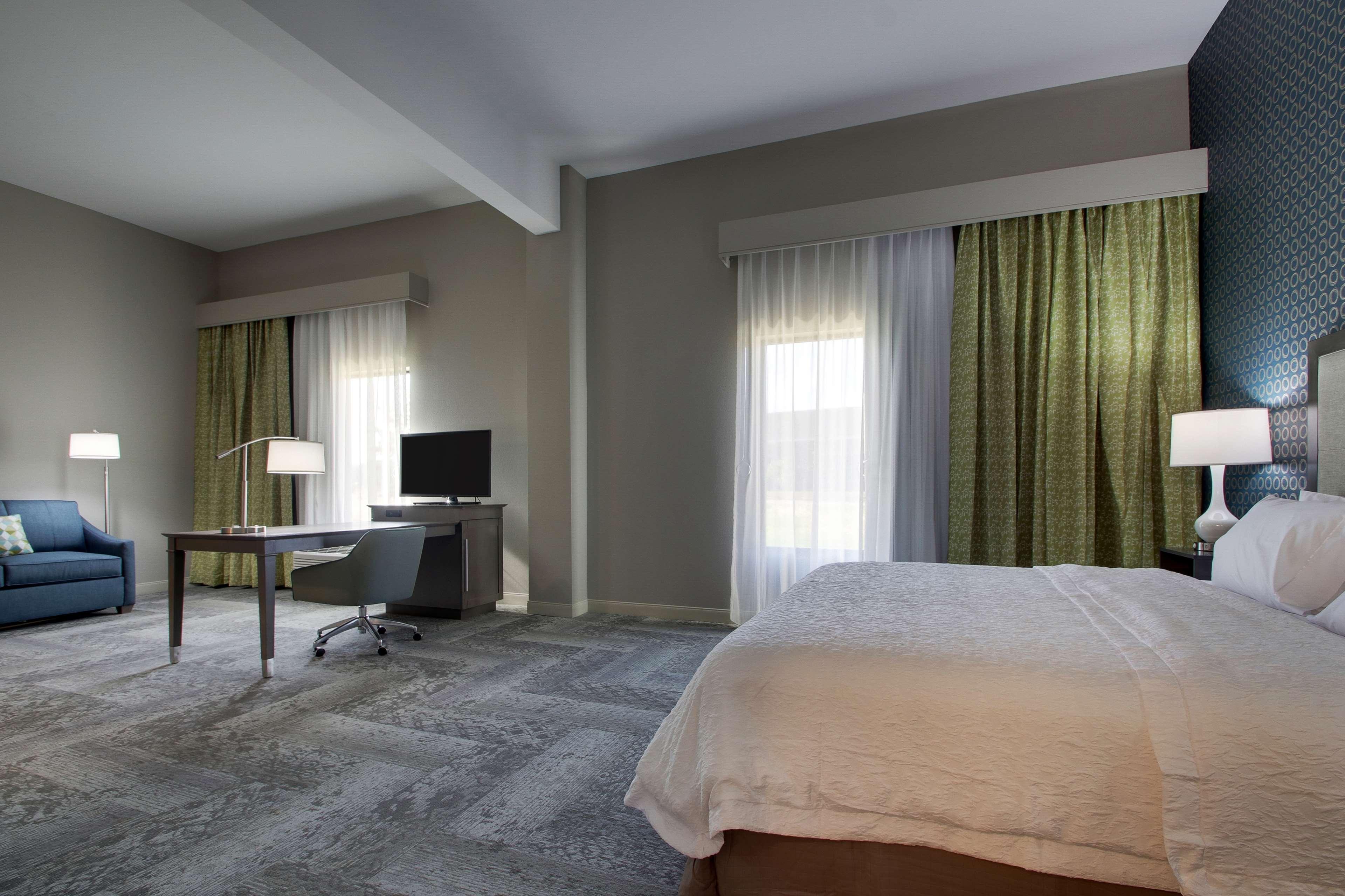 Hampton Inn & Suites Knightdale Raleigh image 17