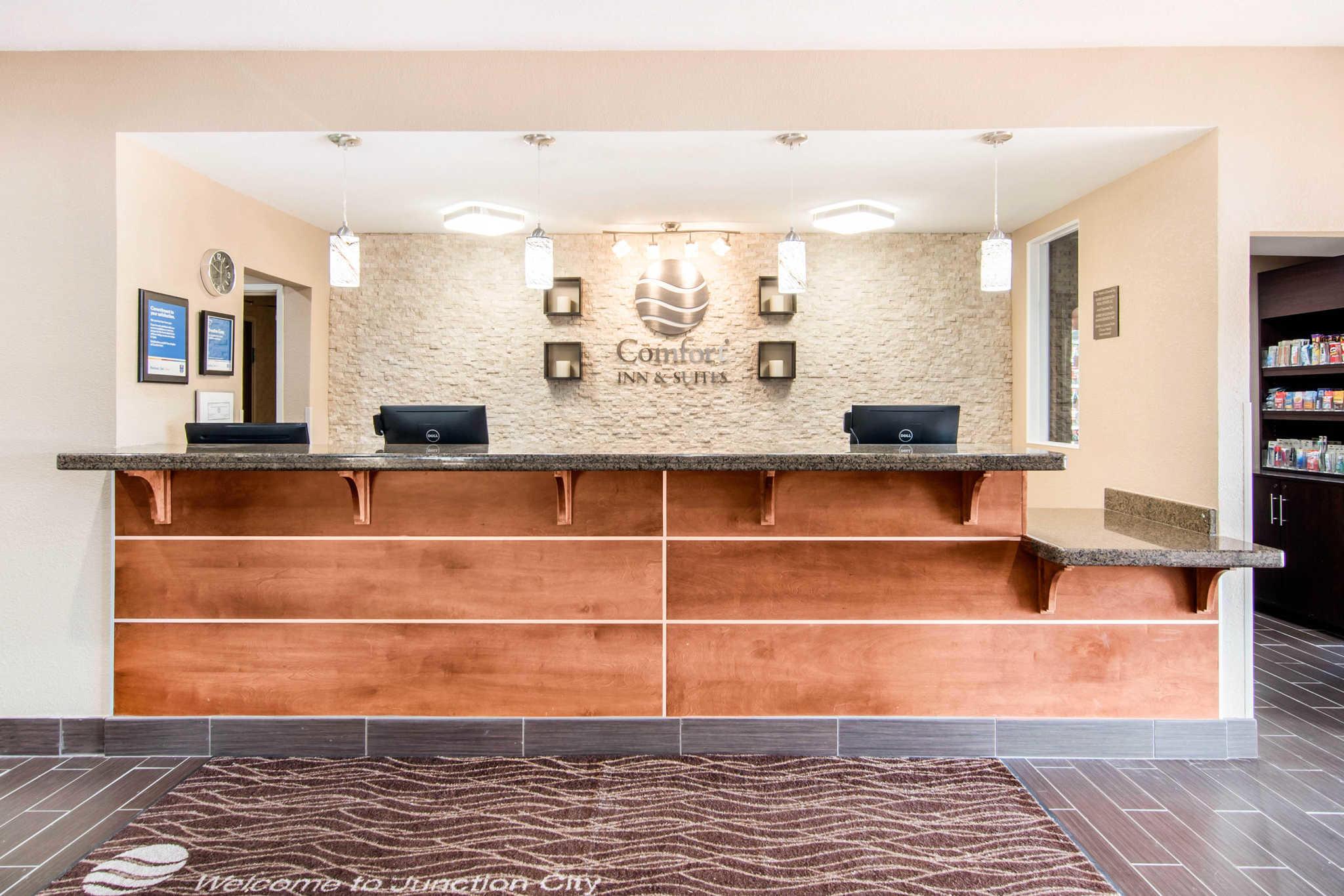 Comfort Inn & Suites Junction City - near Fort Riley image 3