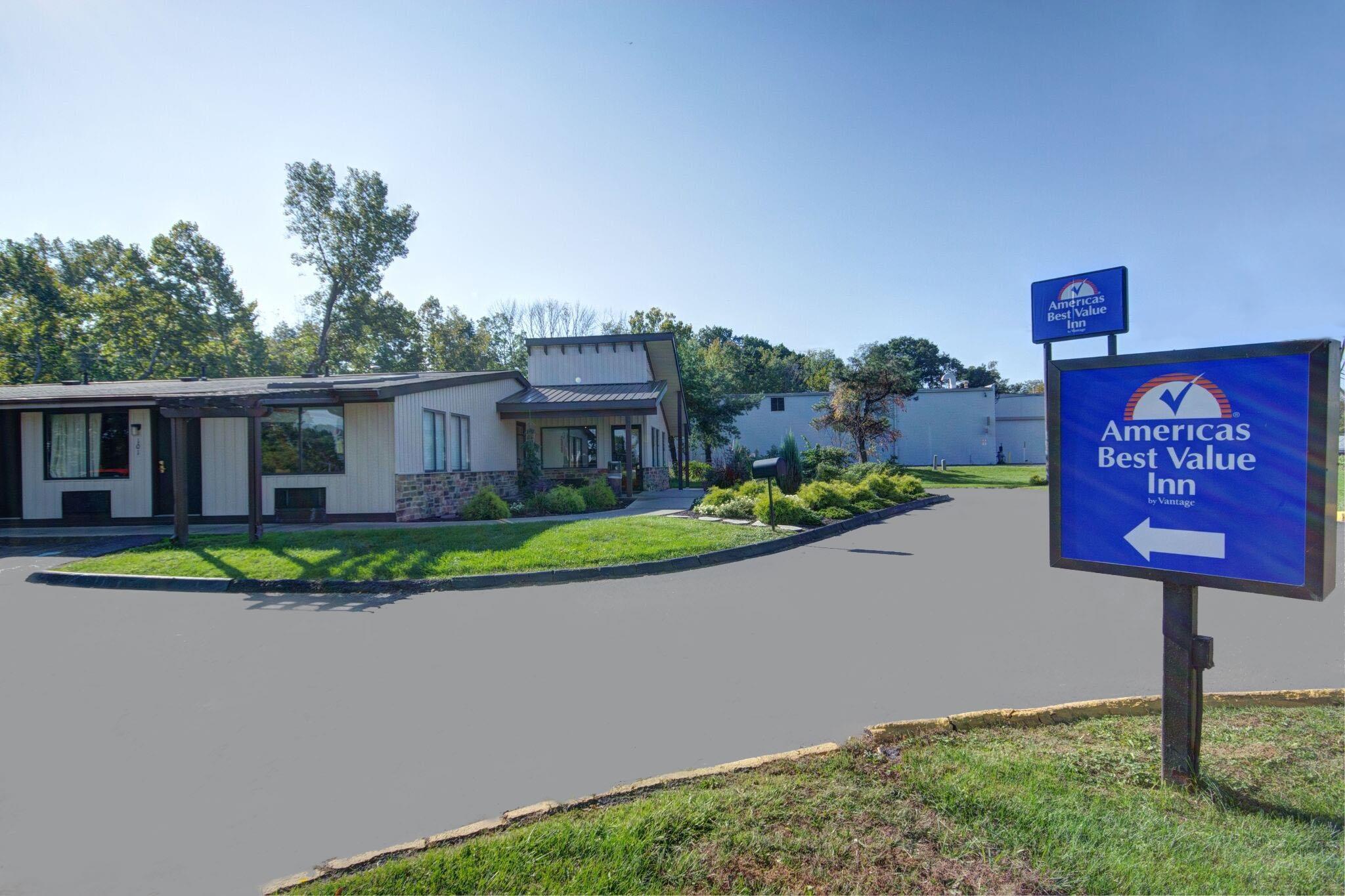 Americas Best Value Inn - Heath/Newark image 1