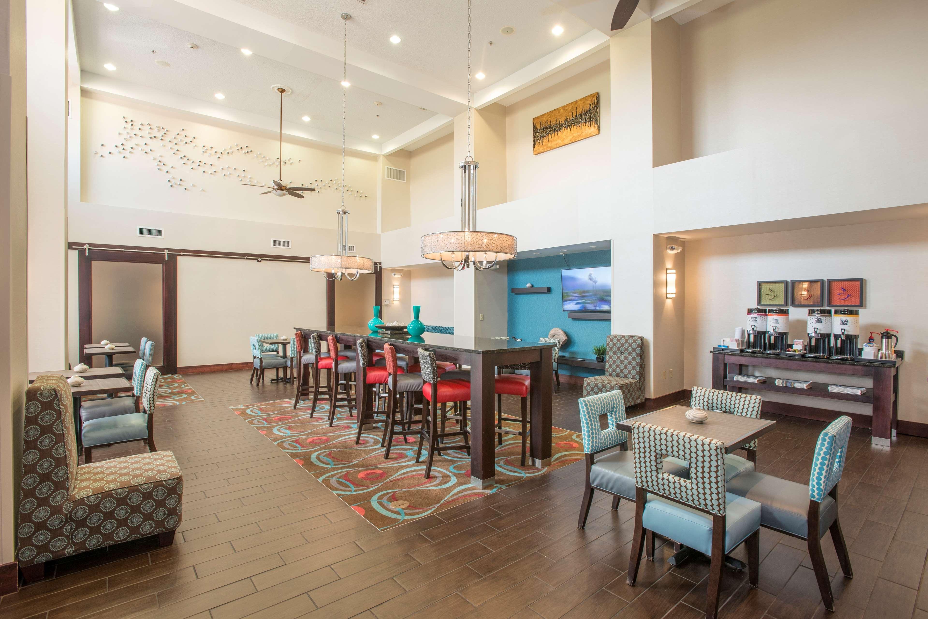 Hampton Inn & Suites Dayton-Airport image 2