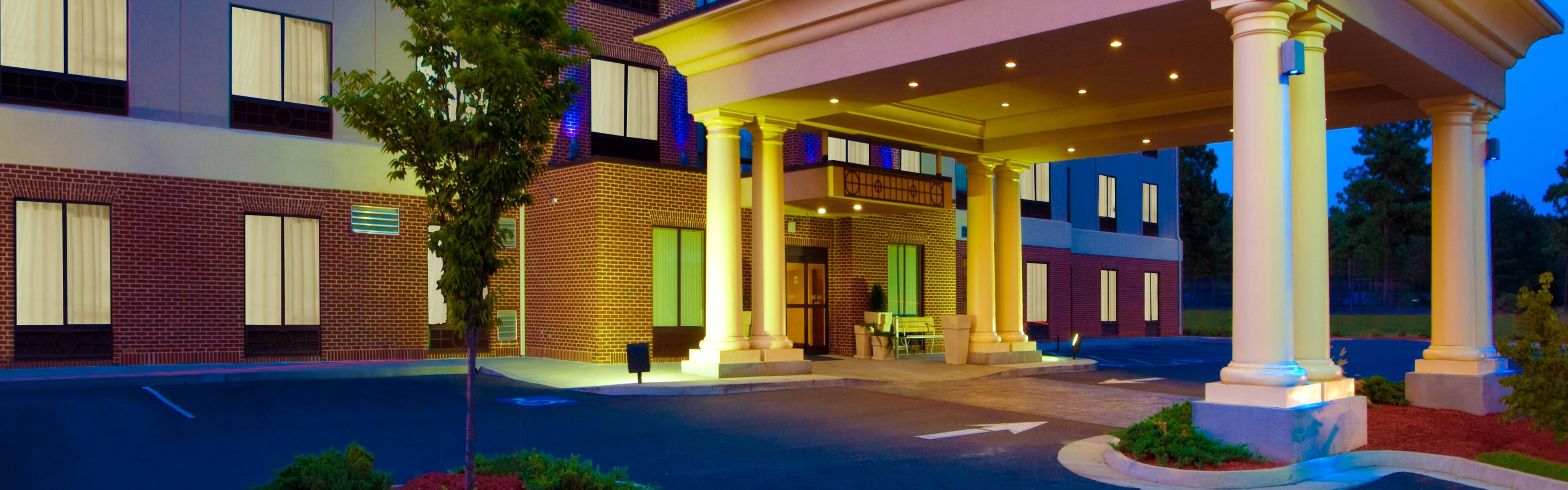 Holiday Inn Express & Suites Tappahannock image 0