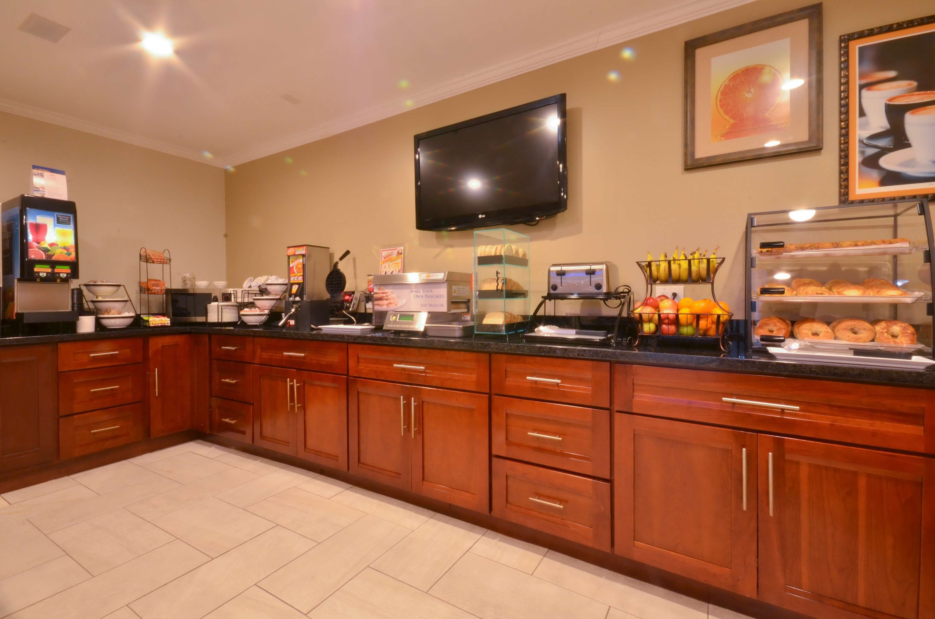 Best Western The Inn & Suites Pacific Grove image 8