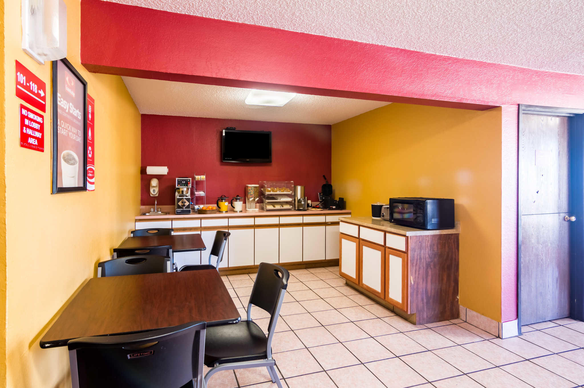 Econo Lodge image 7