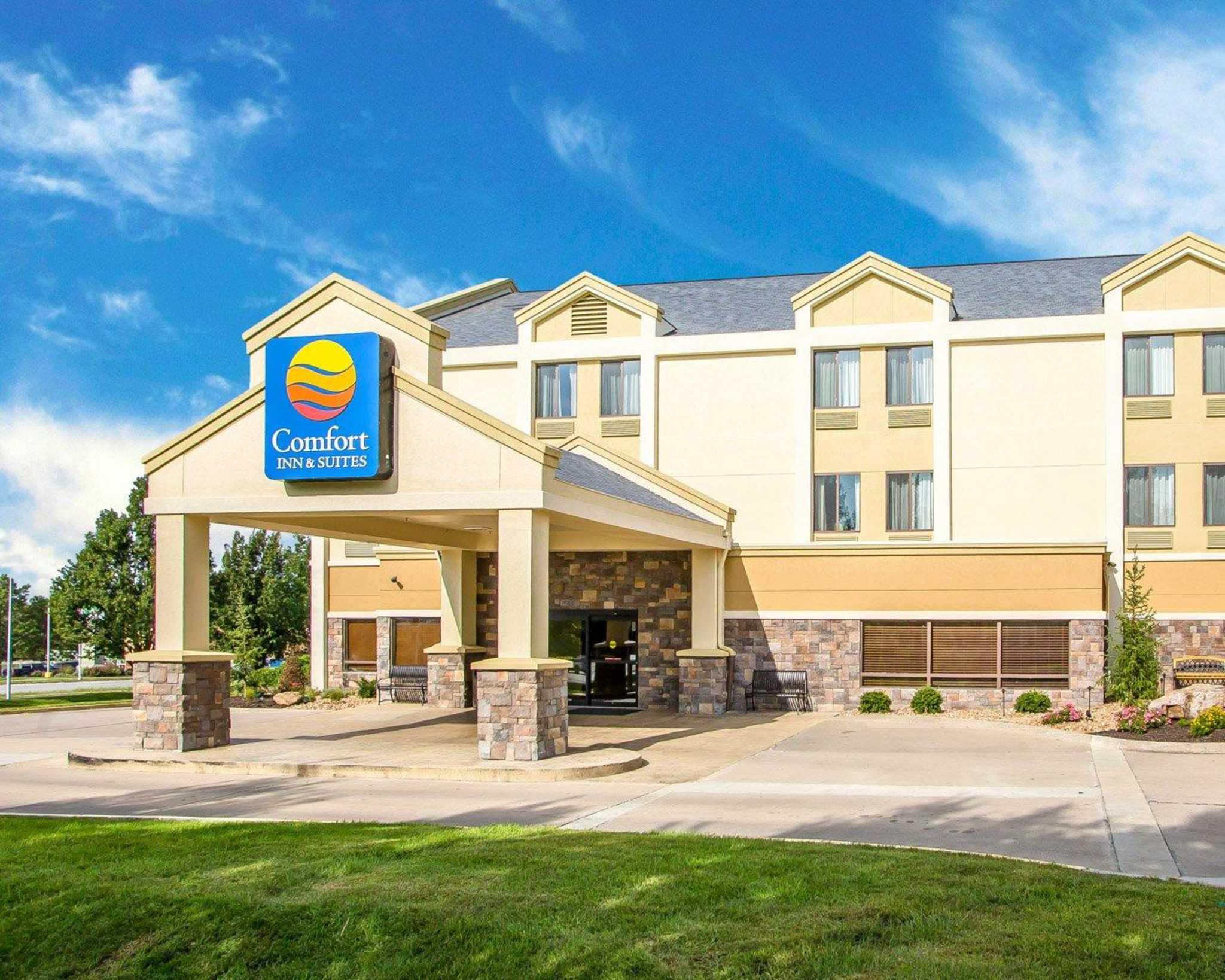 Comfort Inn & Suites Kansas City - Northeast image 1