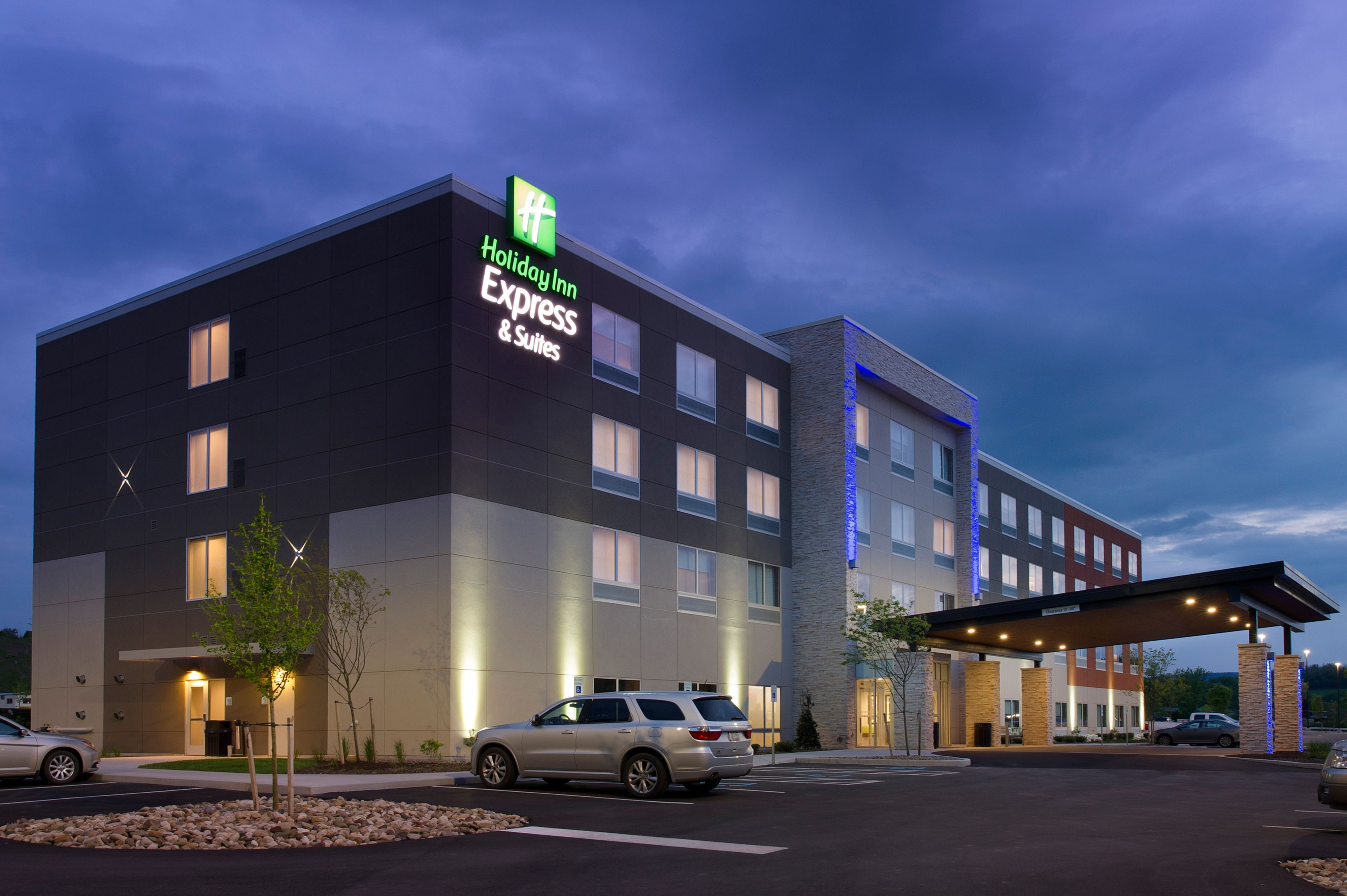 Holiday Inn Express & Suites Alpharetta - Windward Parkway image 2