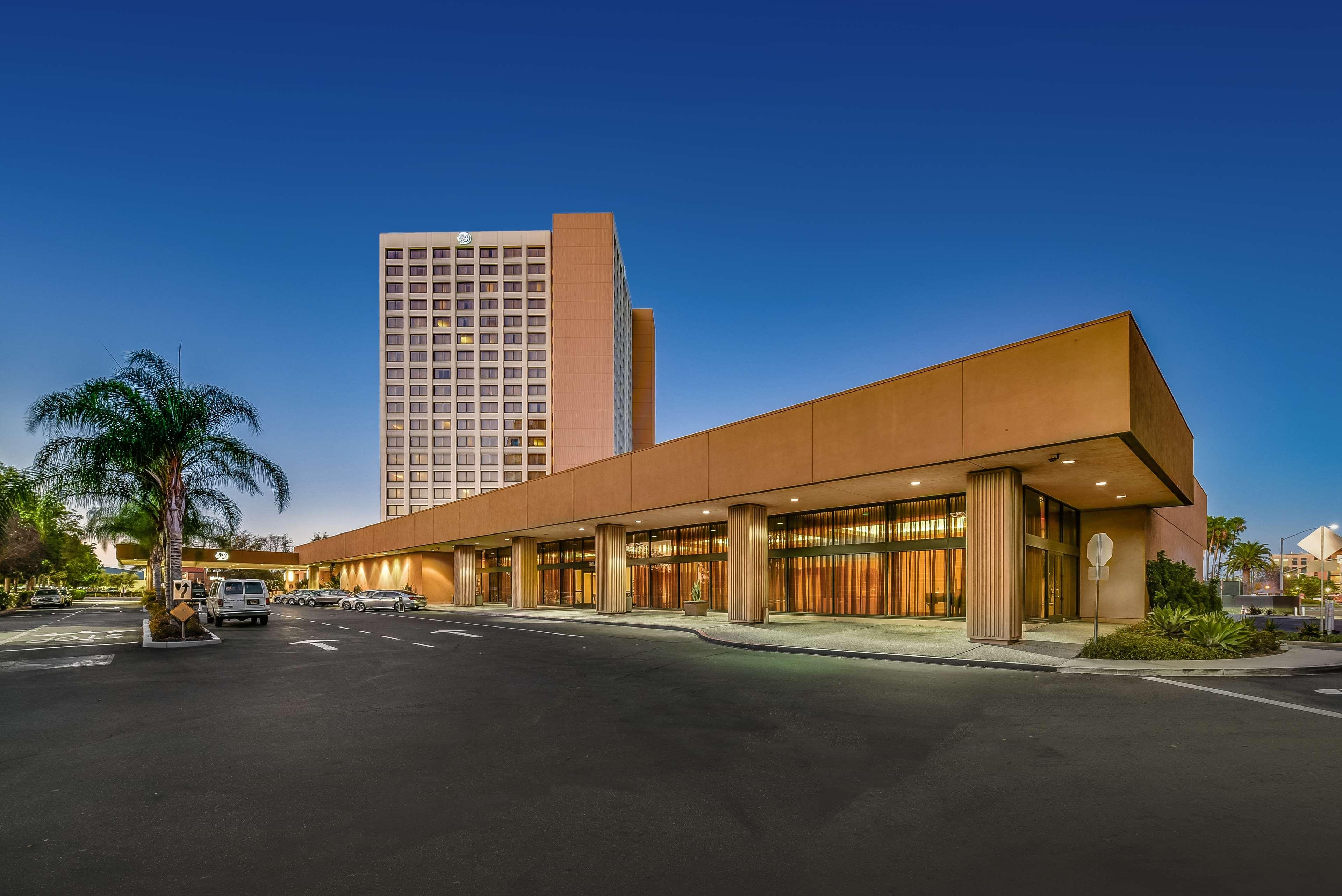 DoubleTree by Hilton Hotel Anaheim - Orange County image 1