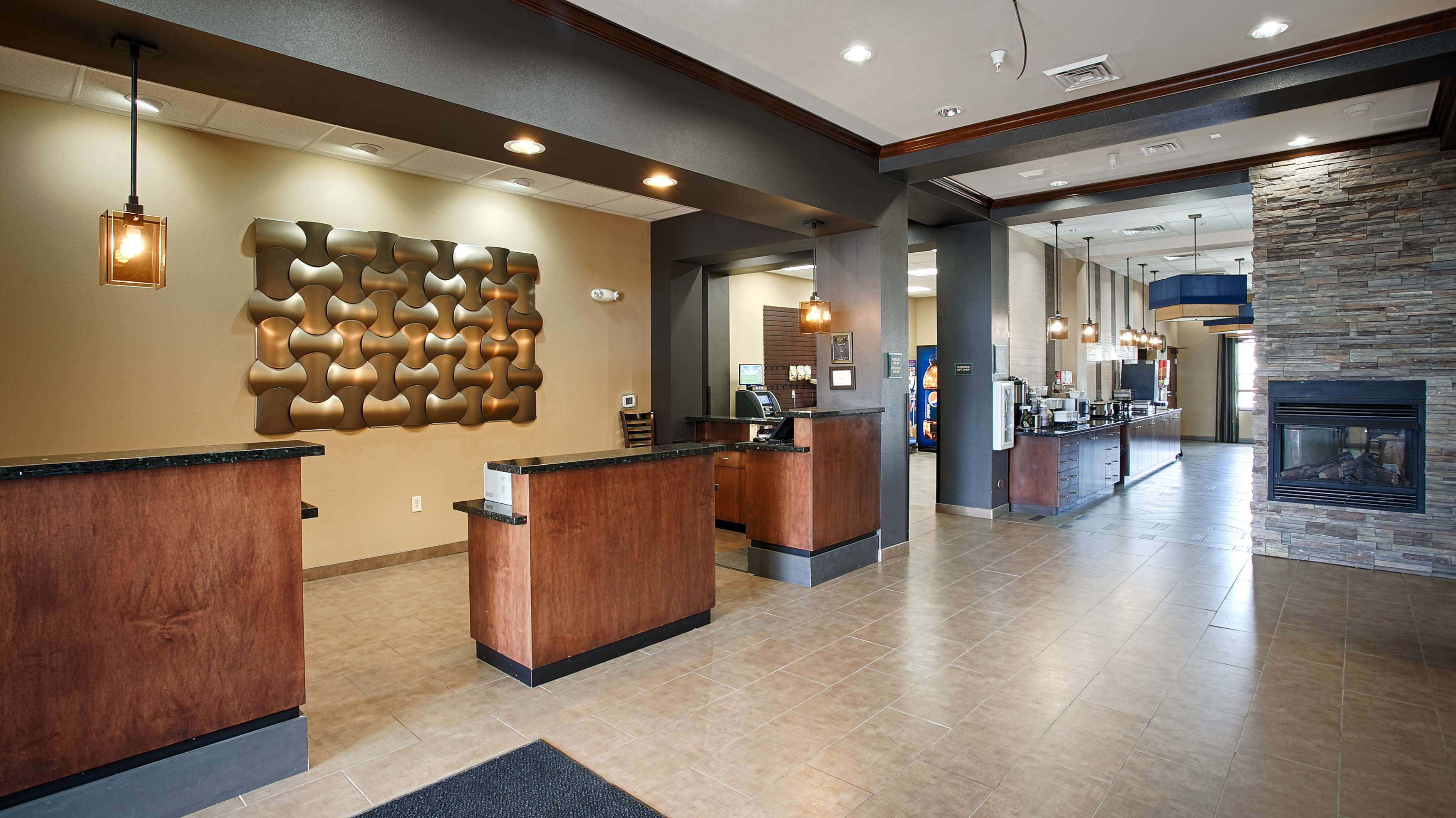 Best Western Plus Williston Hotel & Suites image 2