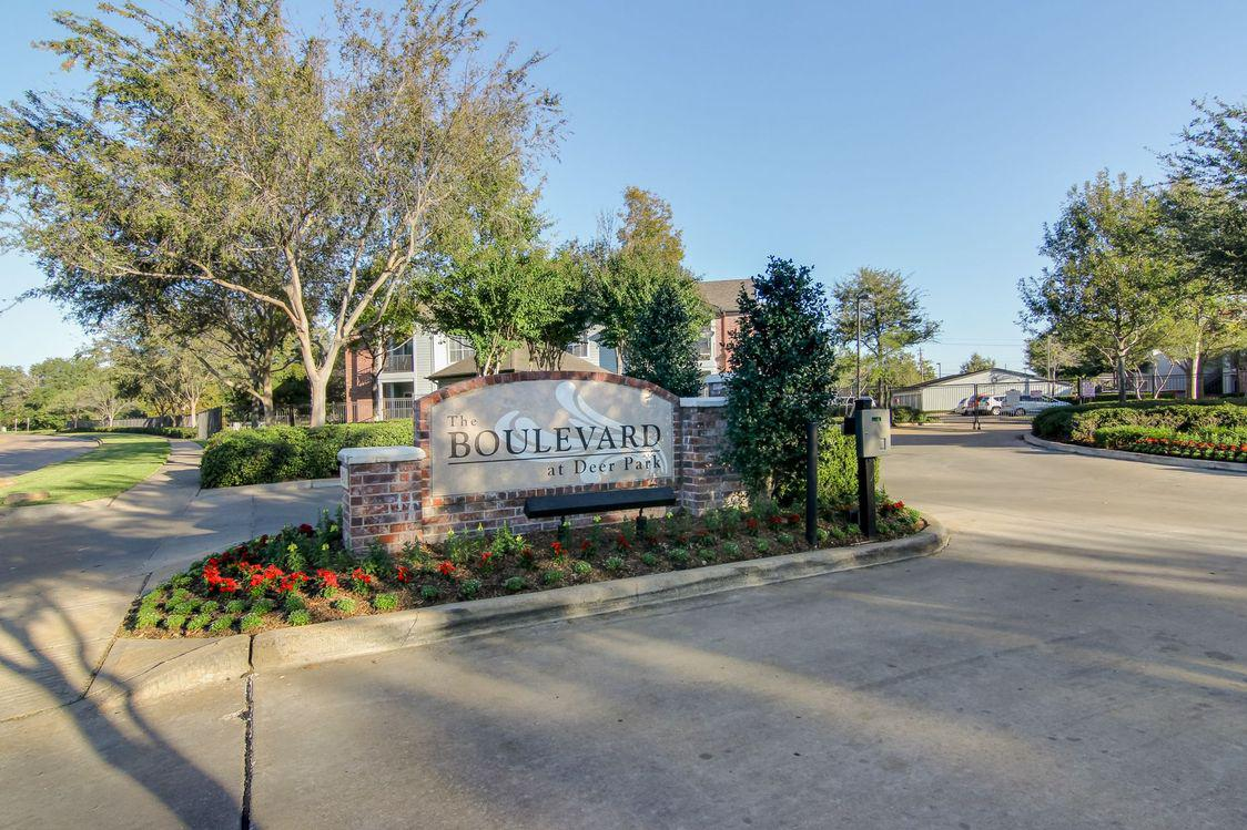 The Boulevard At Deer Park image 0