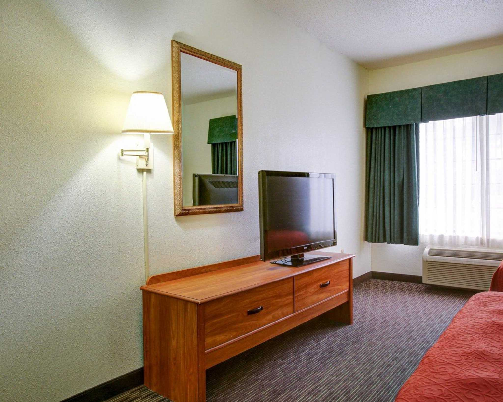 Quality Inn & Suites Airport image 23
