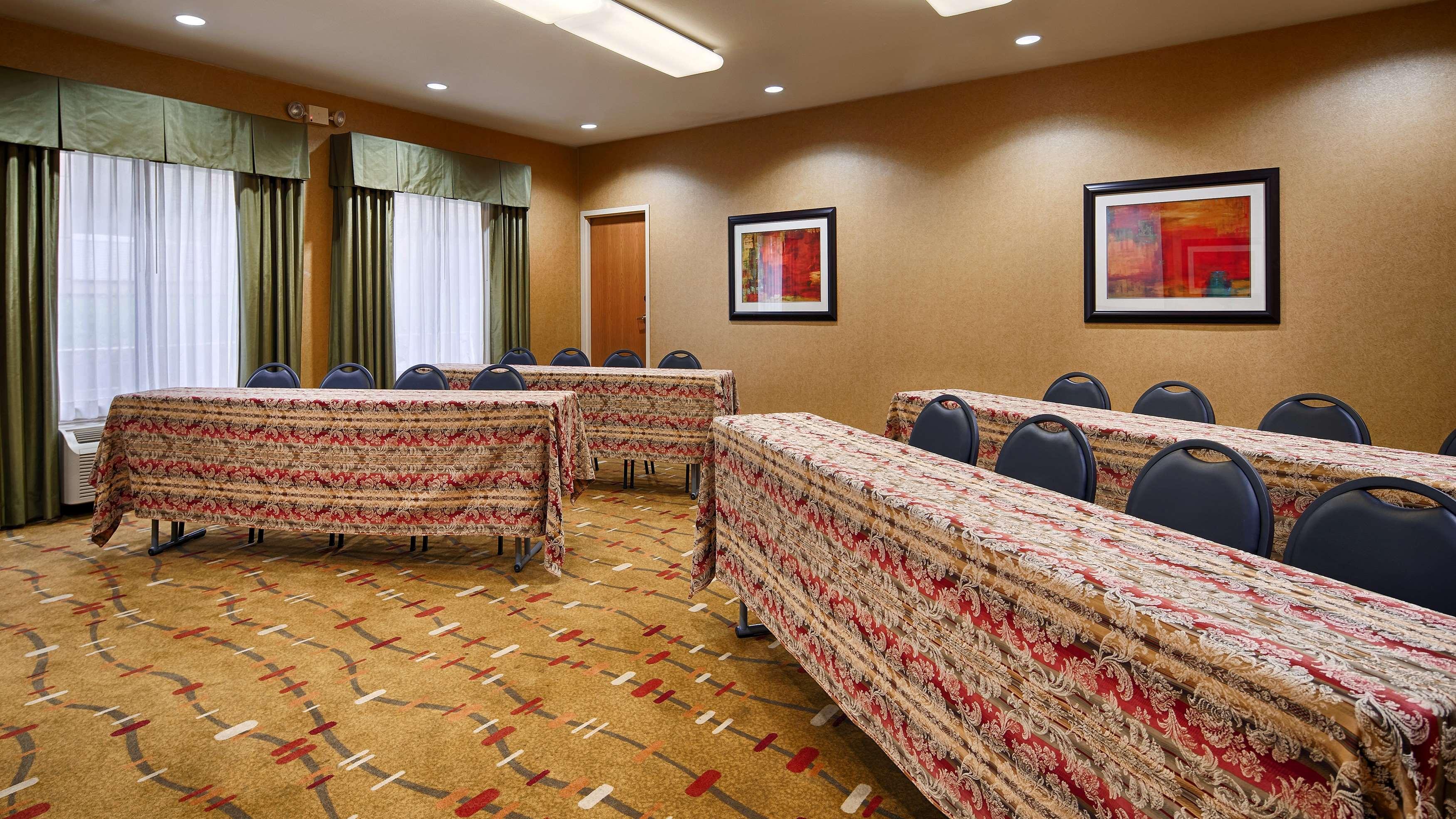 Best Western Plus Denton Inn & Suites image 39