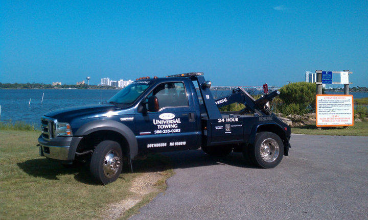 Universal Towing  provides 24-hr service to Daytona Beach Florida and surrounding areas. 386-255-0203