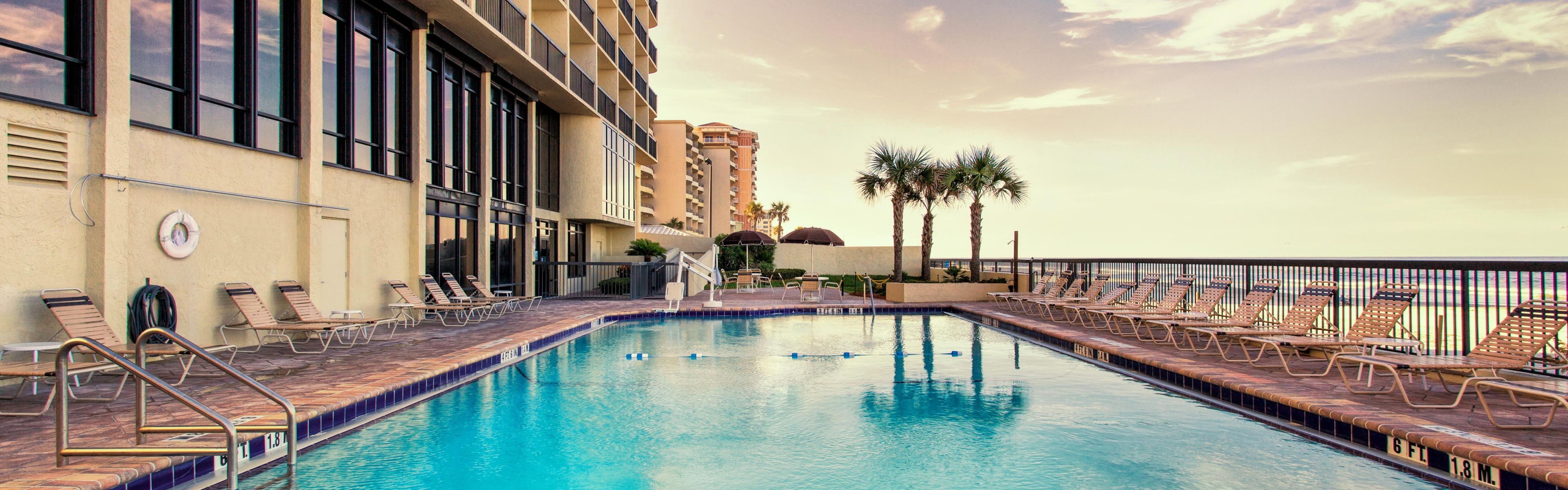 Holiday Inn Express & Suites Oceanfront Daytona Bch Shores image 2