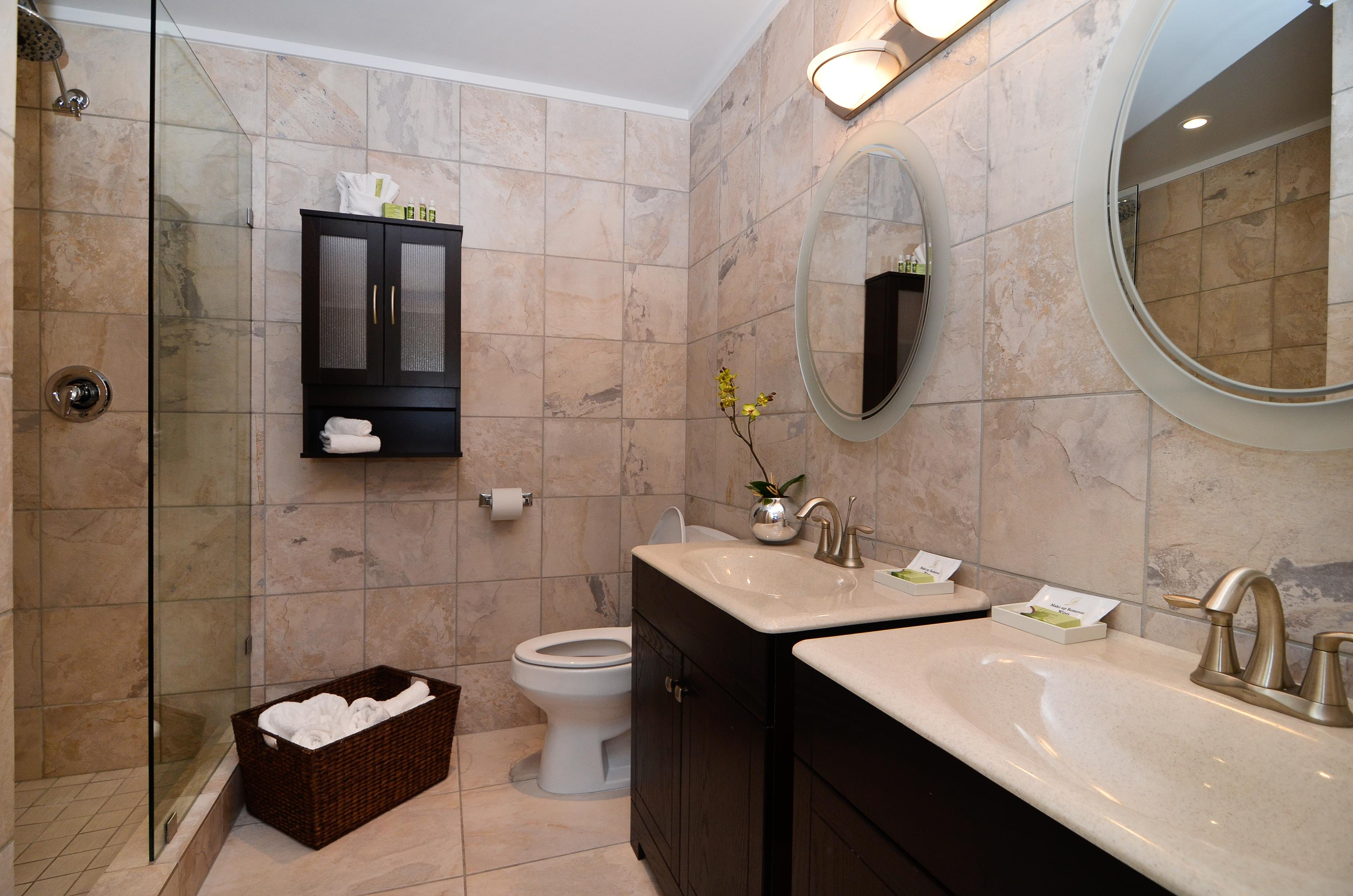 Best Western Plus Regency Inn & Conference Centre in Abbotsford: Guest Bathroom