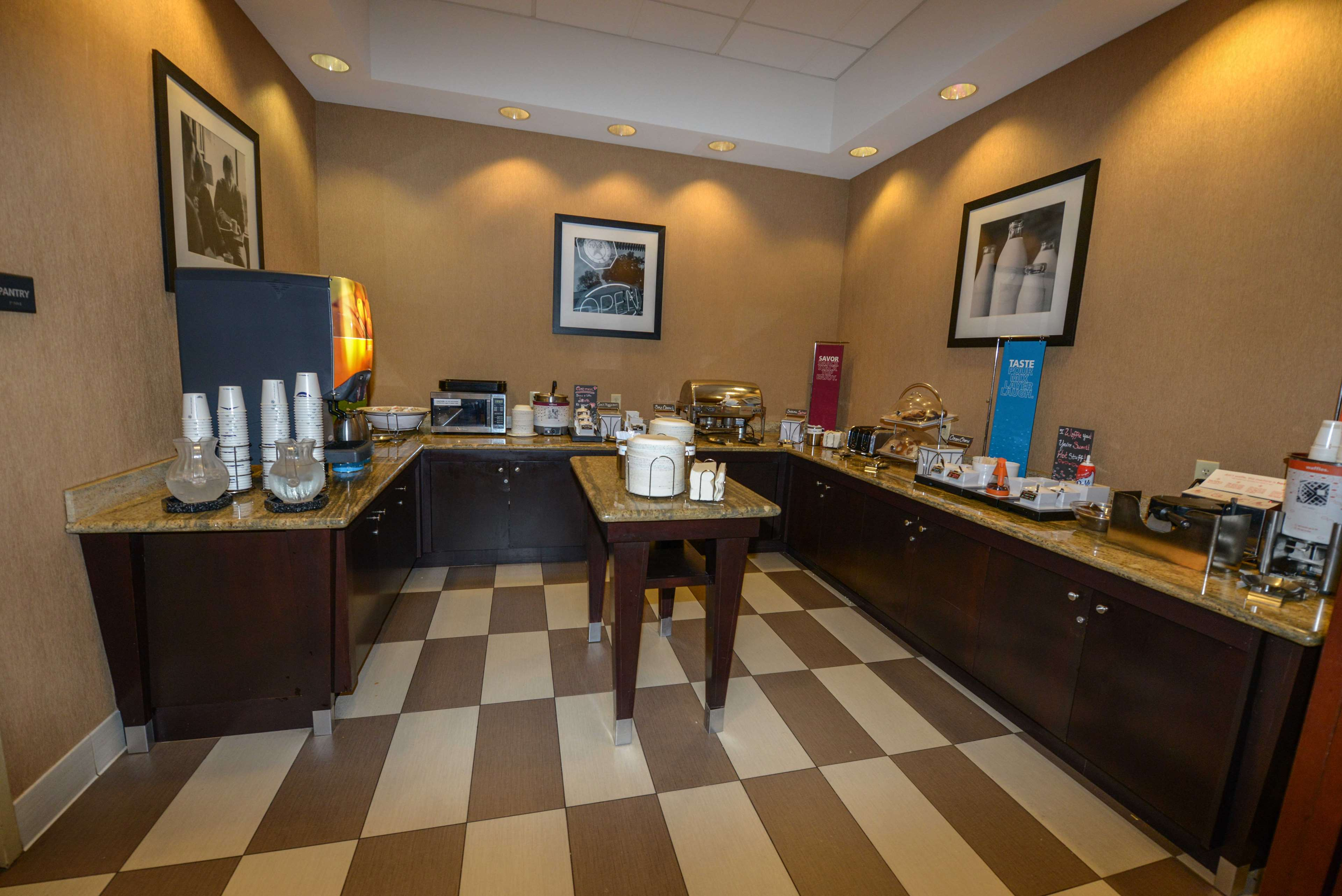 Hampton Inn & Suites Bremerton image 16