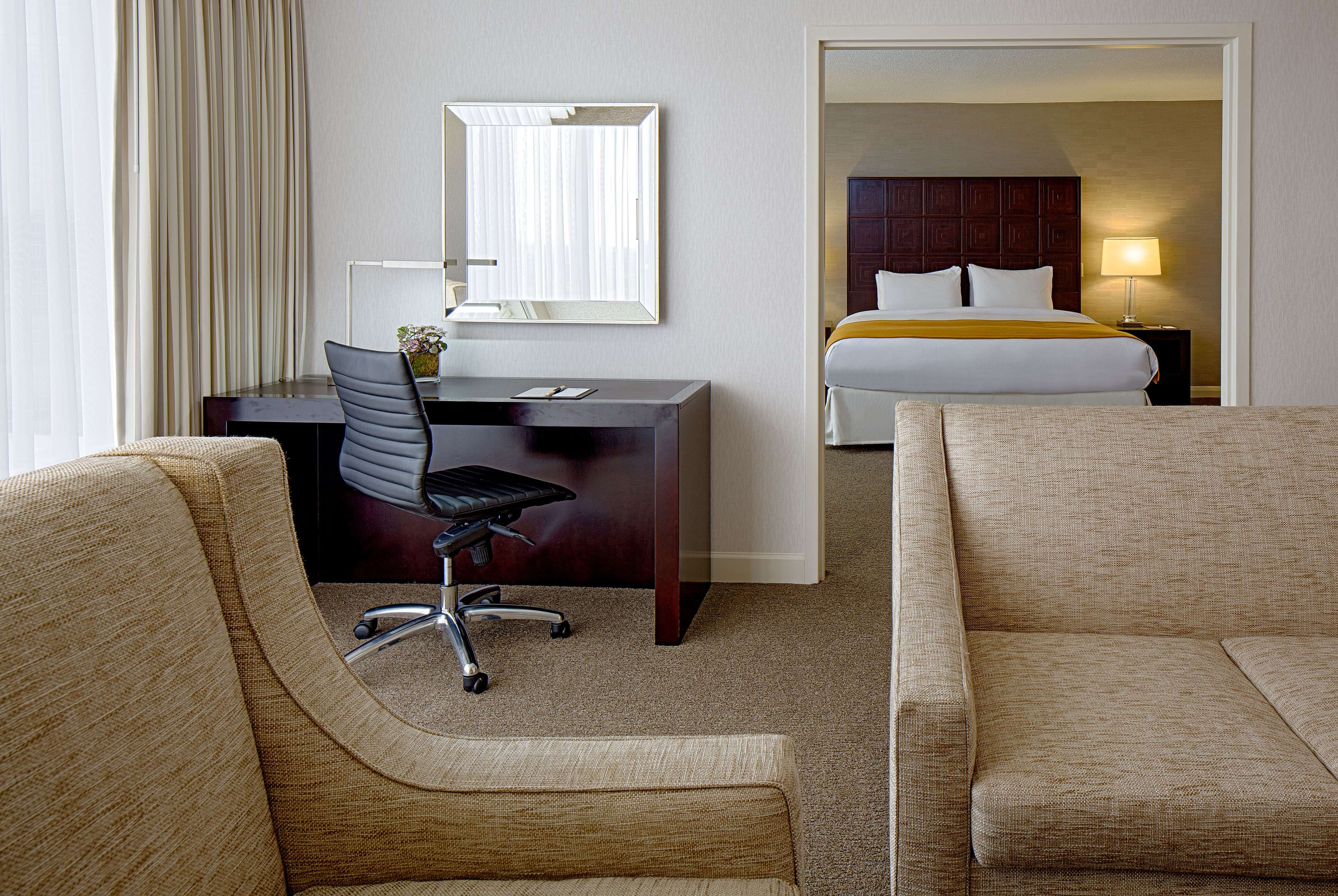 DoubleTree by Hilton Hotel Houston - Greenway Plaza image 25