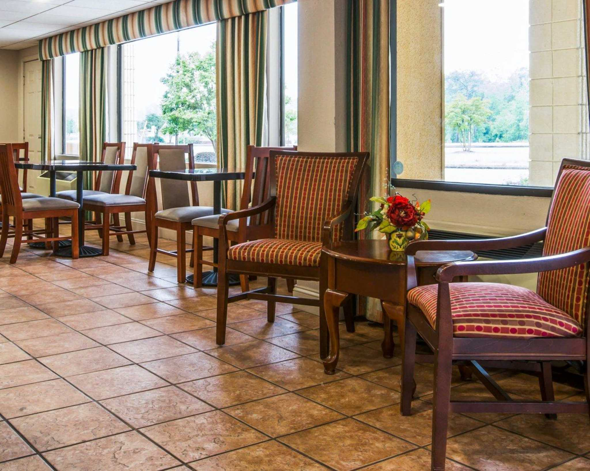 Econo Lodge Inn & Suites at Fort Benning image 25