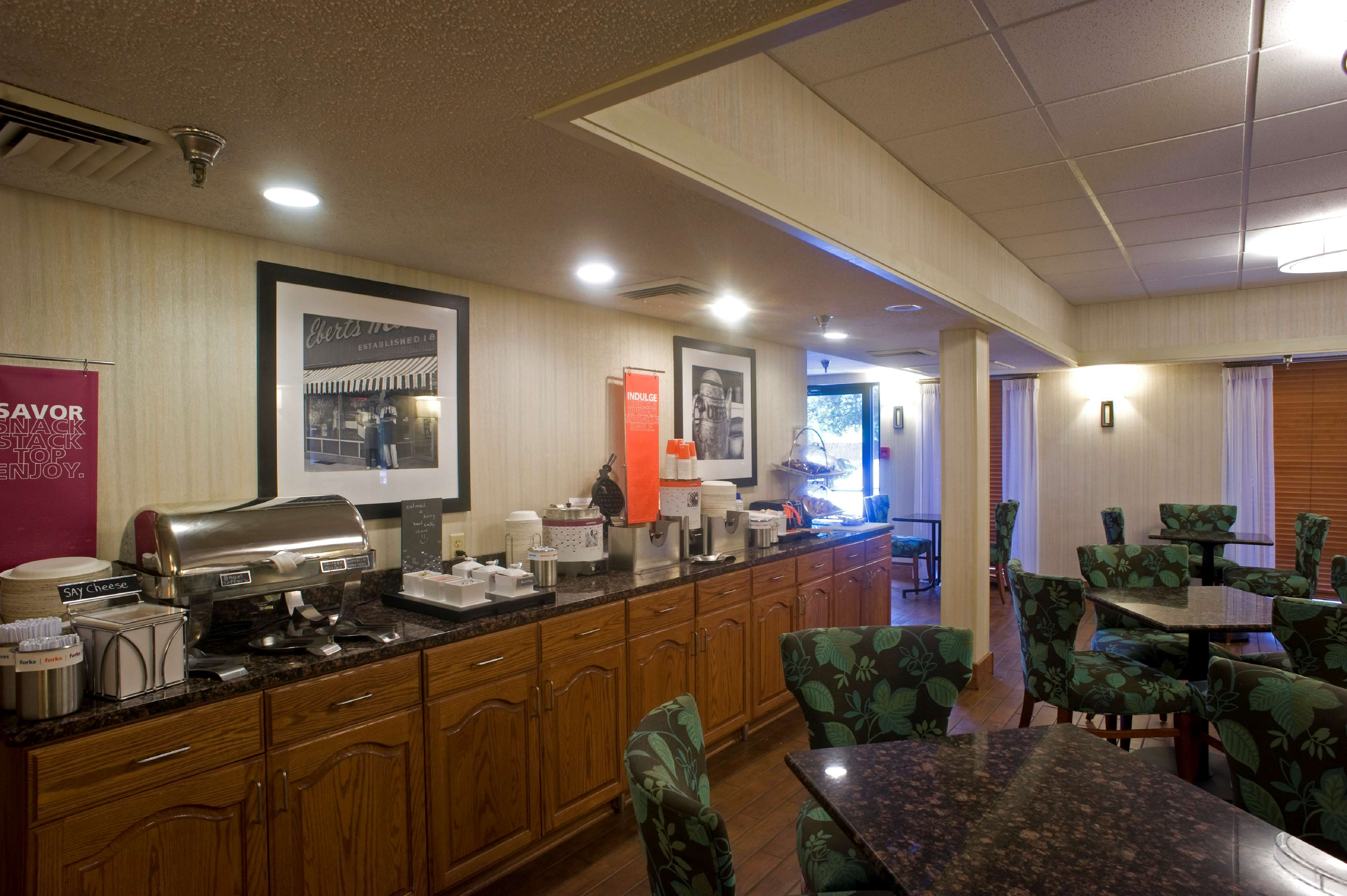 Hampton Inn Springfield-South image 6