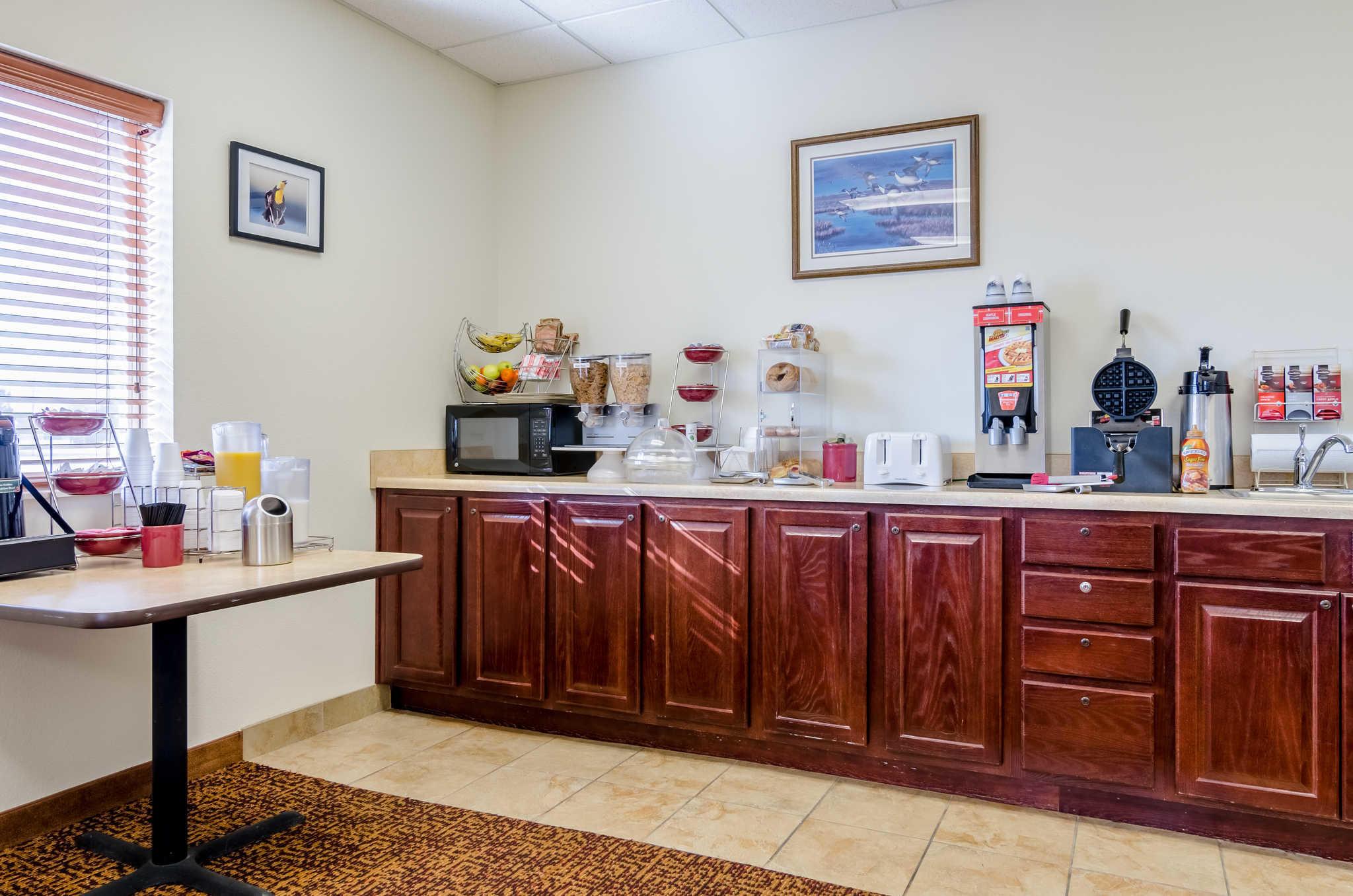 Rodeway Inn & Suites image 28