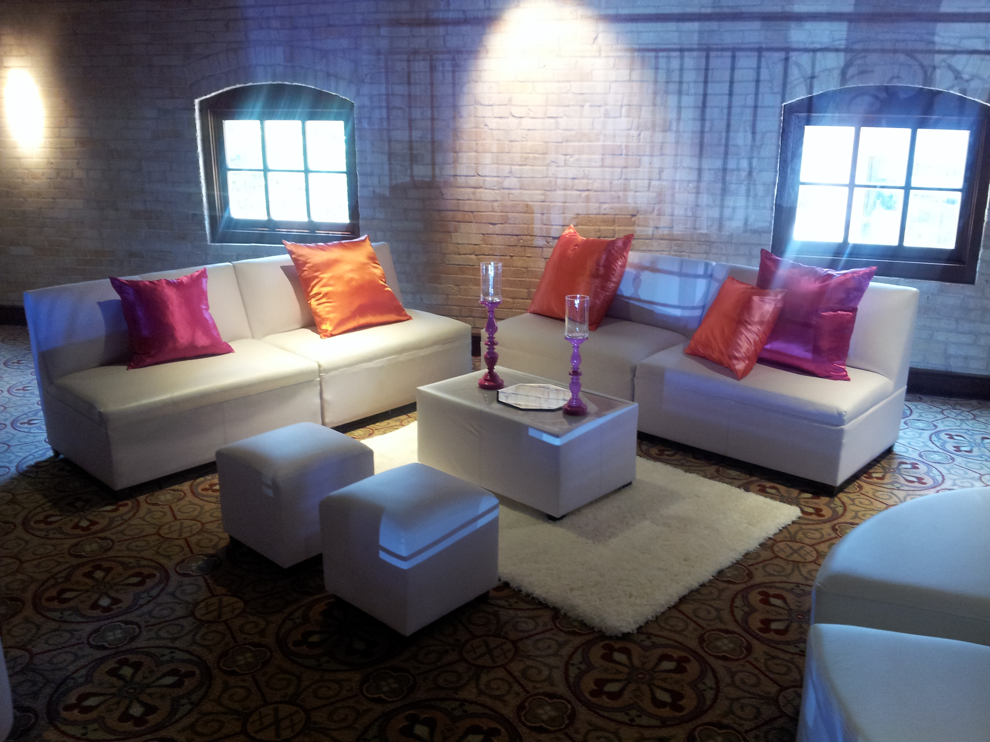 Lounge 4 Events Furniture and Decor Rental image 5