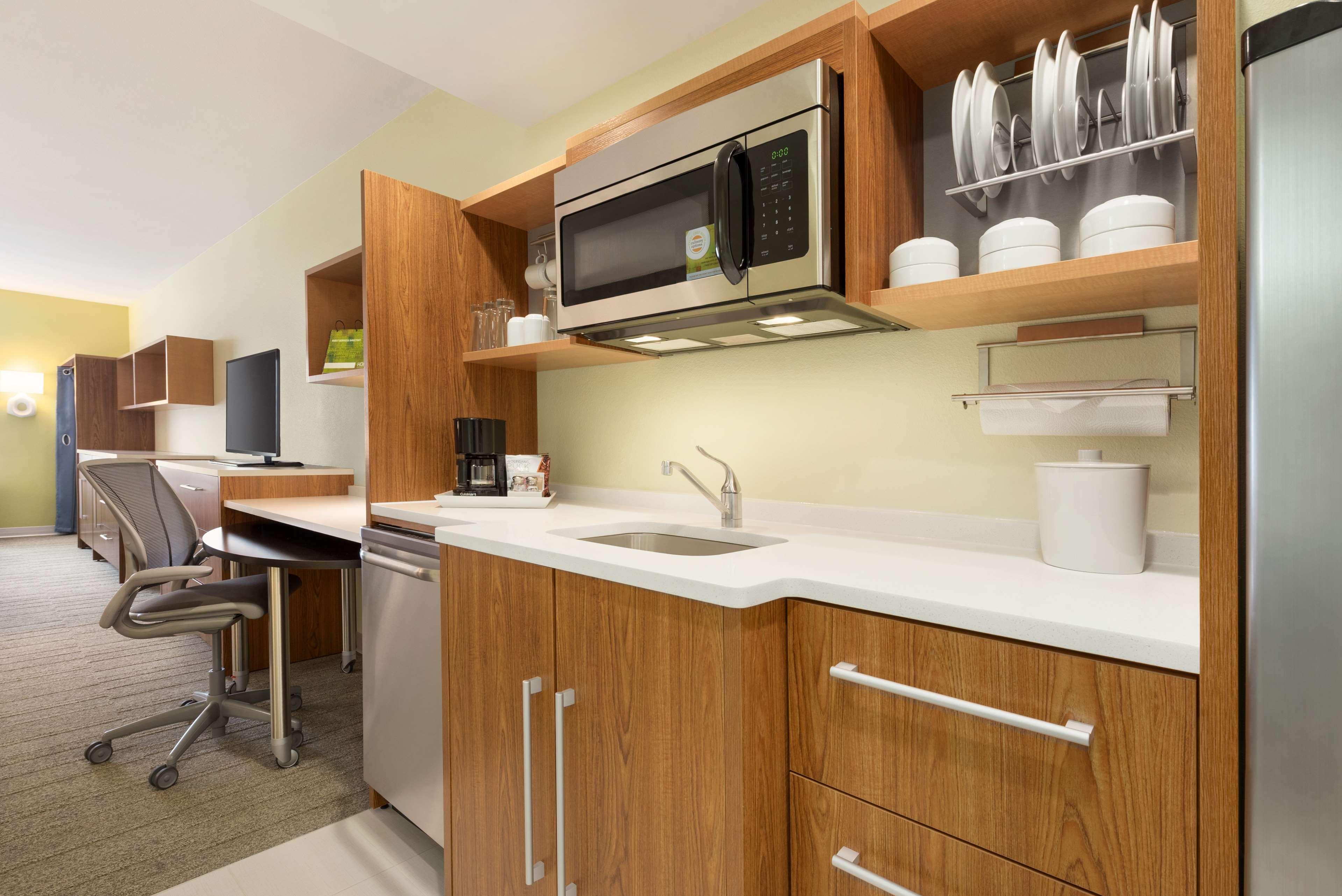 Home2 Suites by Hilton Roseville Minneapolis image 1