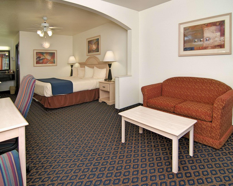 SureStay Hotel by Best Western Falfurrias image 44