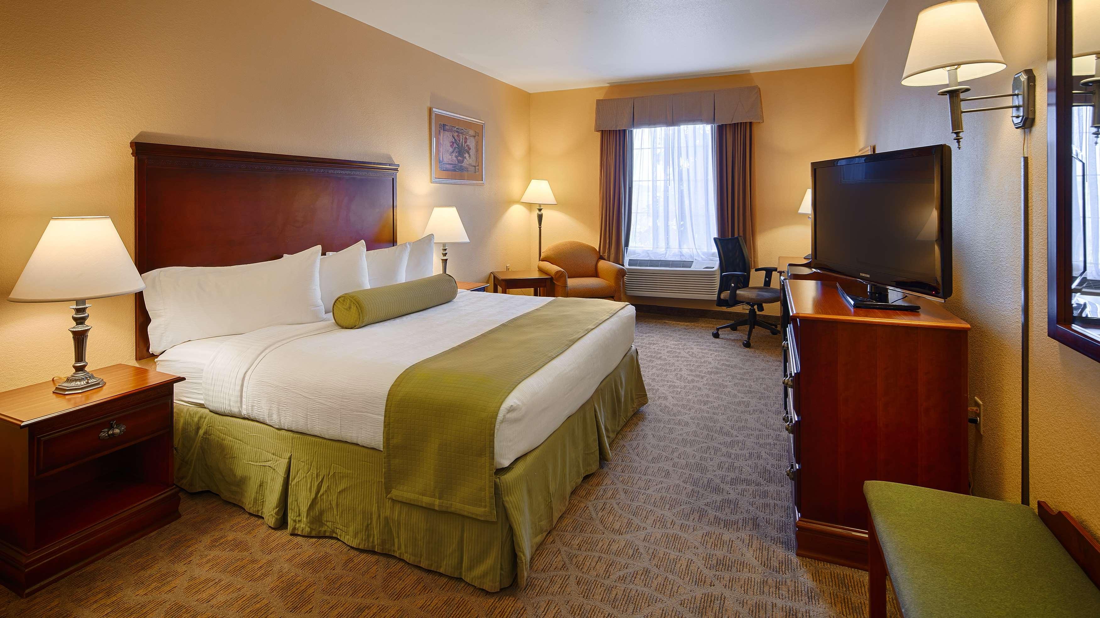 Best Western Plus Executive Hotel & Suites image 28